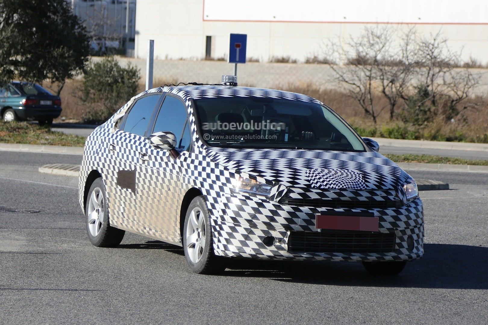 2015 - [Citroën] C4 C-Quatre - Page 2 Mystery-citroen-compact-sedan-spied-testing-in-spain-could-be-the-new-c4-lunge_2