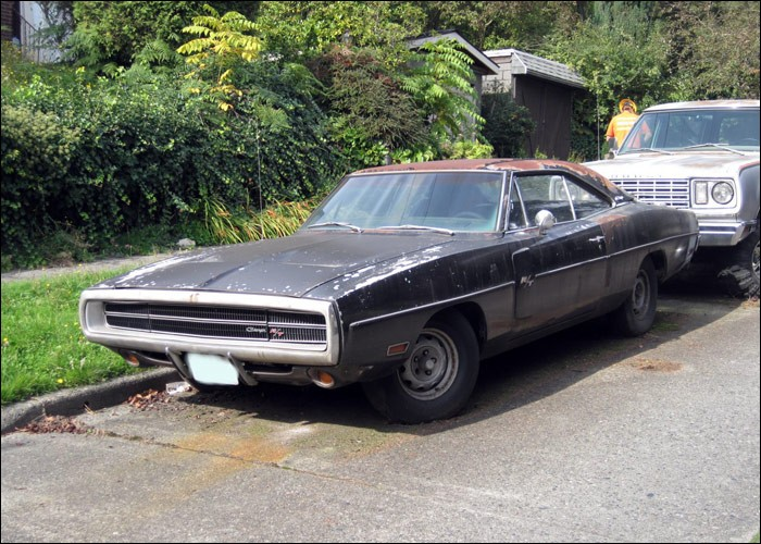 neglected plum crazy 1970 dodge charger r t 440 rusting in washington listed as stolen. Black Bedroom Furniture Sets. Home Design Ideas