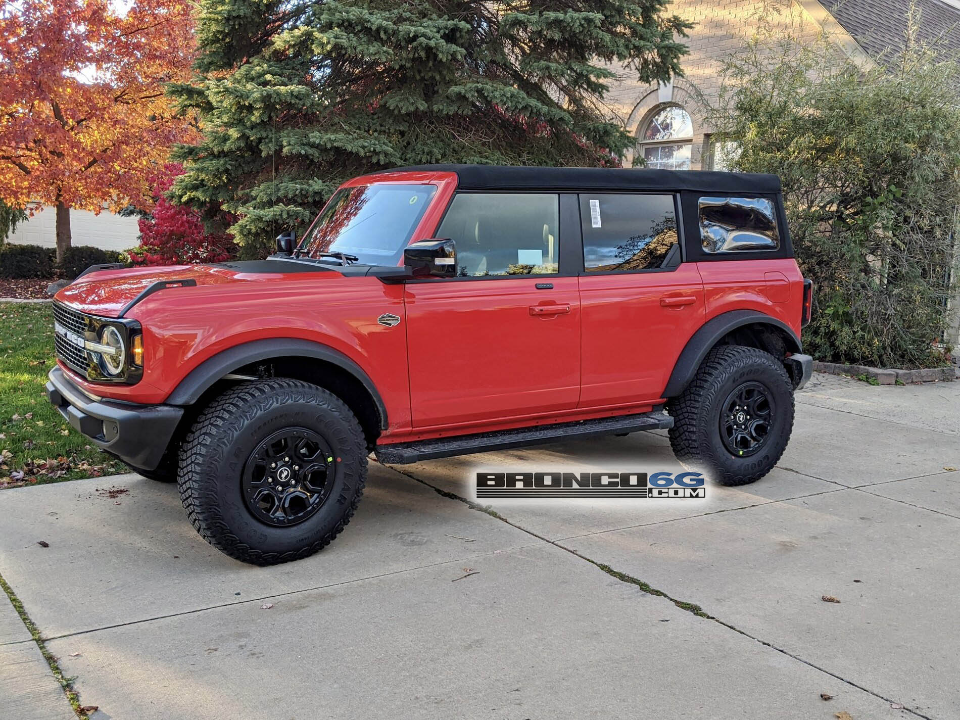Neighbor S Ford Bronco 4 Door Wildtrack Was Easy To Spot Cause Of Race Red Look Autoevolution