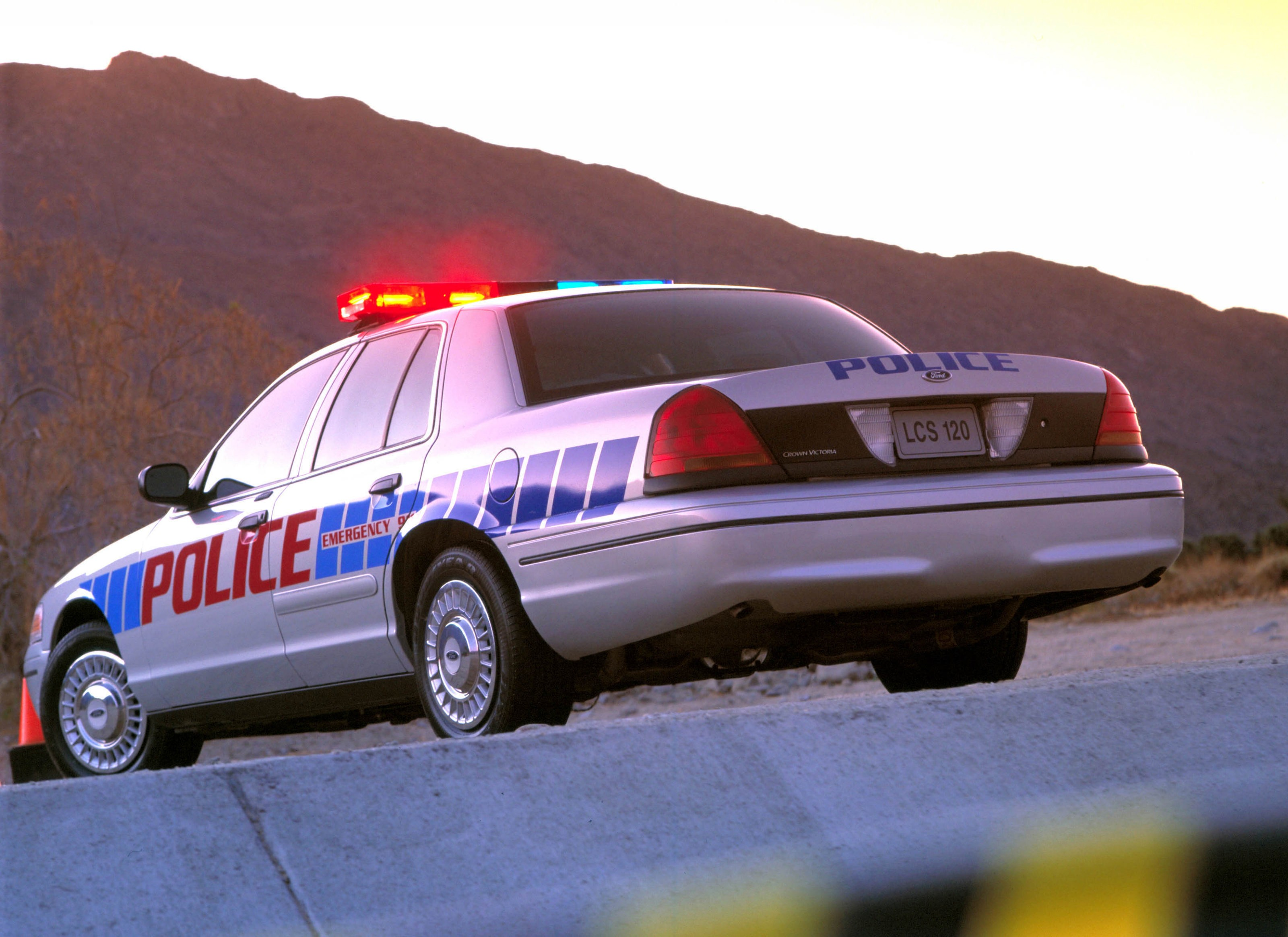 ford crown victoria police interceptor to retire from duty. Black Bedroom Furniture Sets. Home Design Ideas