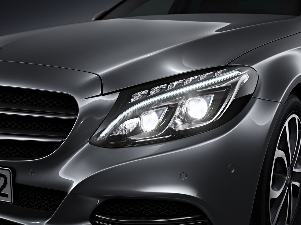(W205): Tipos de faróis New-2015-c-class-w205-has-three-different-headlights-photo-gallery_2