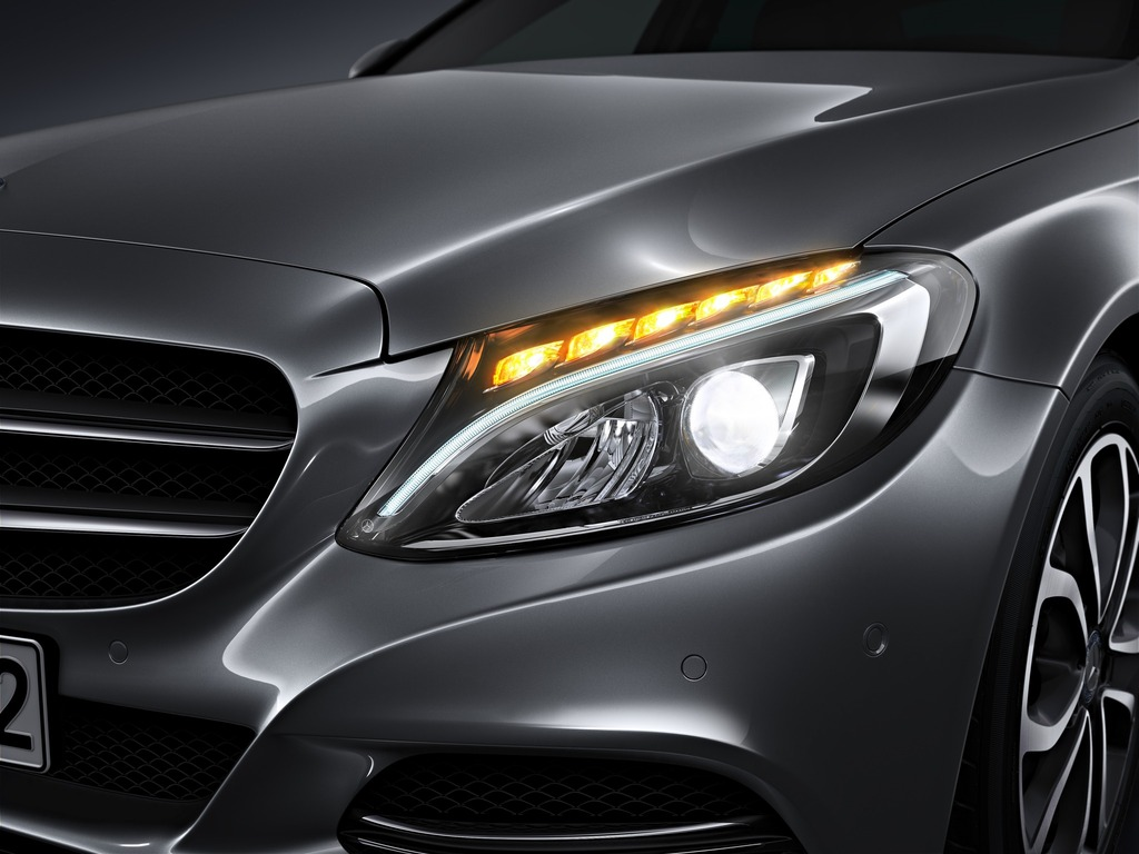 (W205): Tipos de faróis New-2015-c-class-w205-has-three-different-headlights-photo-gallery_3