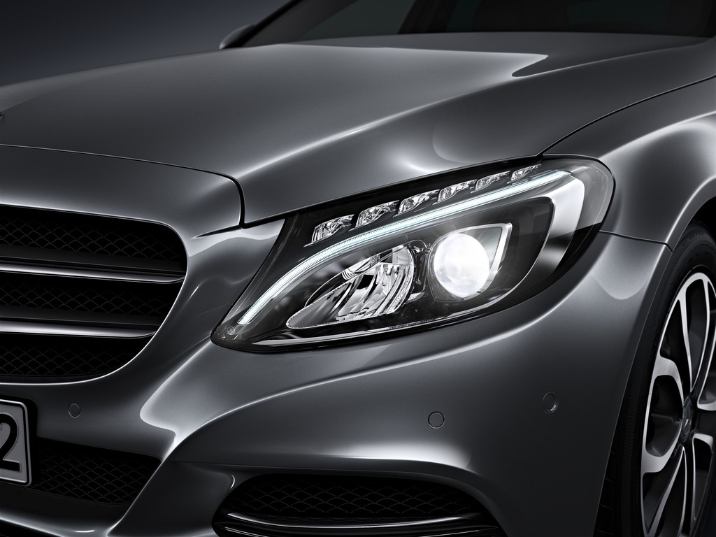(W205): Tipos de faróis New-2015-c-class-w205-has-three-different-headlights-photo-gallery_6