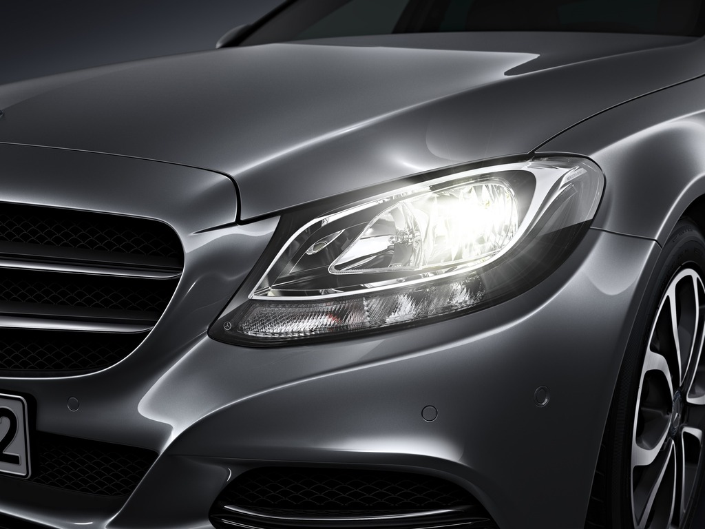 (W205): Tipos de faróis New-2015-c-class-w205-has-three-different-headlights-photo-gallery_7