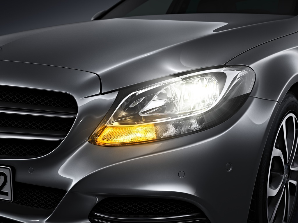 (W205): Tipos de faróis New-2015-c-class-w205-has-three-different-headlights-photo-gallery_8