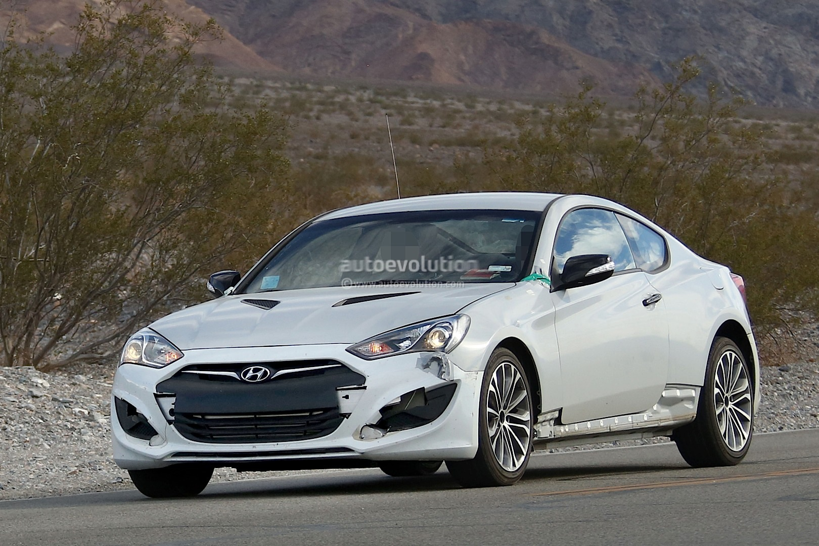 new 2017 hyundai genesis coupe spied for the first time autoevolution. Black Bedroom Furniture Sets. Home Design Ideas