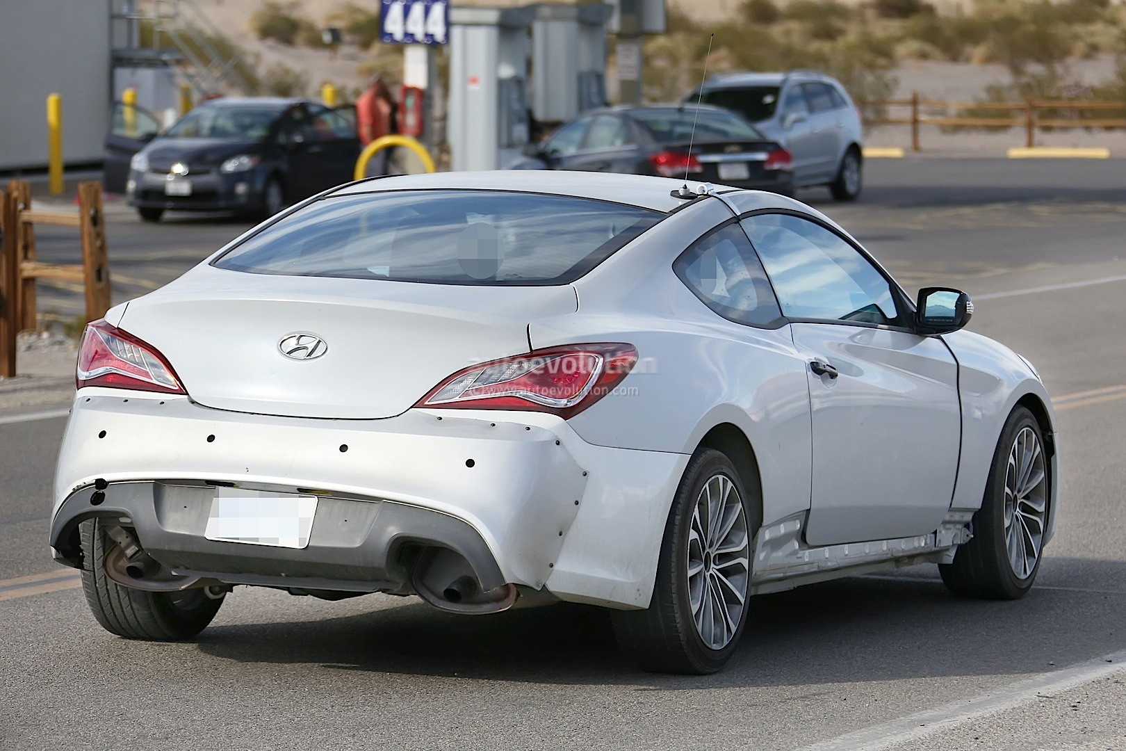 new-2017-hyundai-genesis-coupe-spied-for-the-first-time_9.jpg