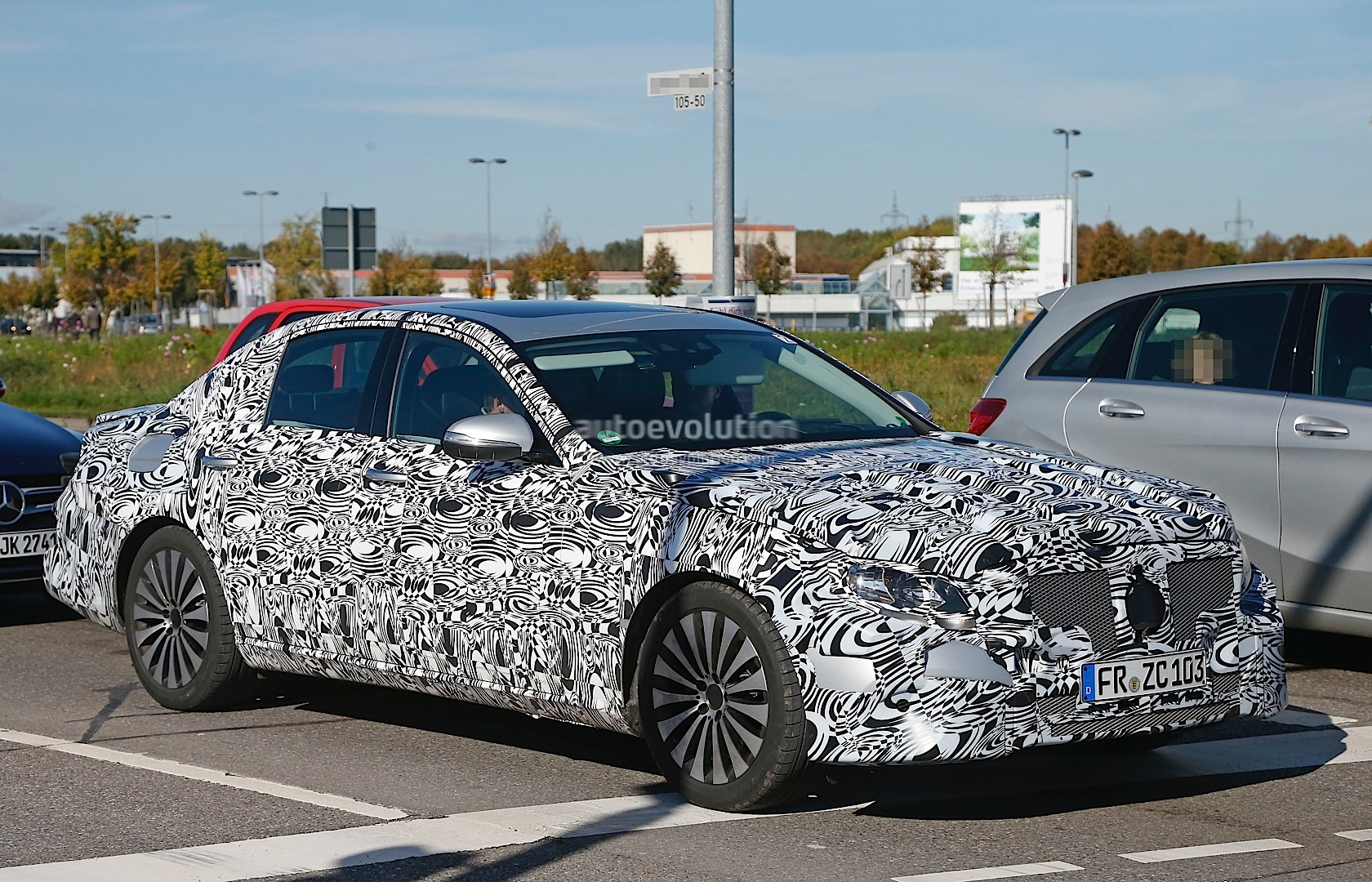 new-2017-mercedes-e-class-spied-here-are-the-close-up-details