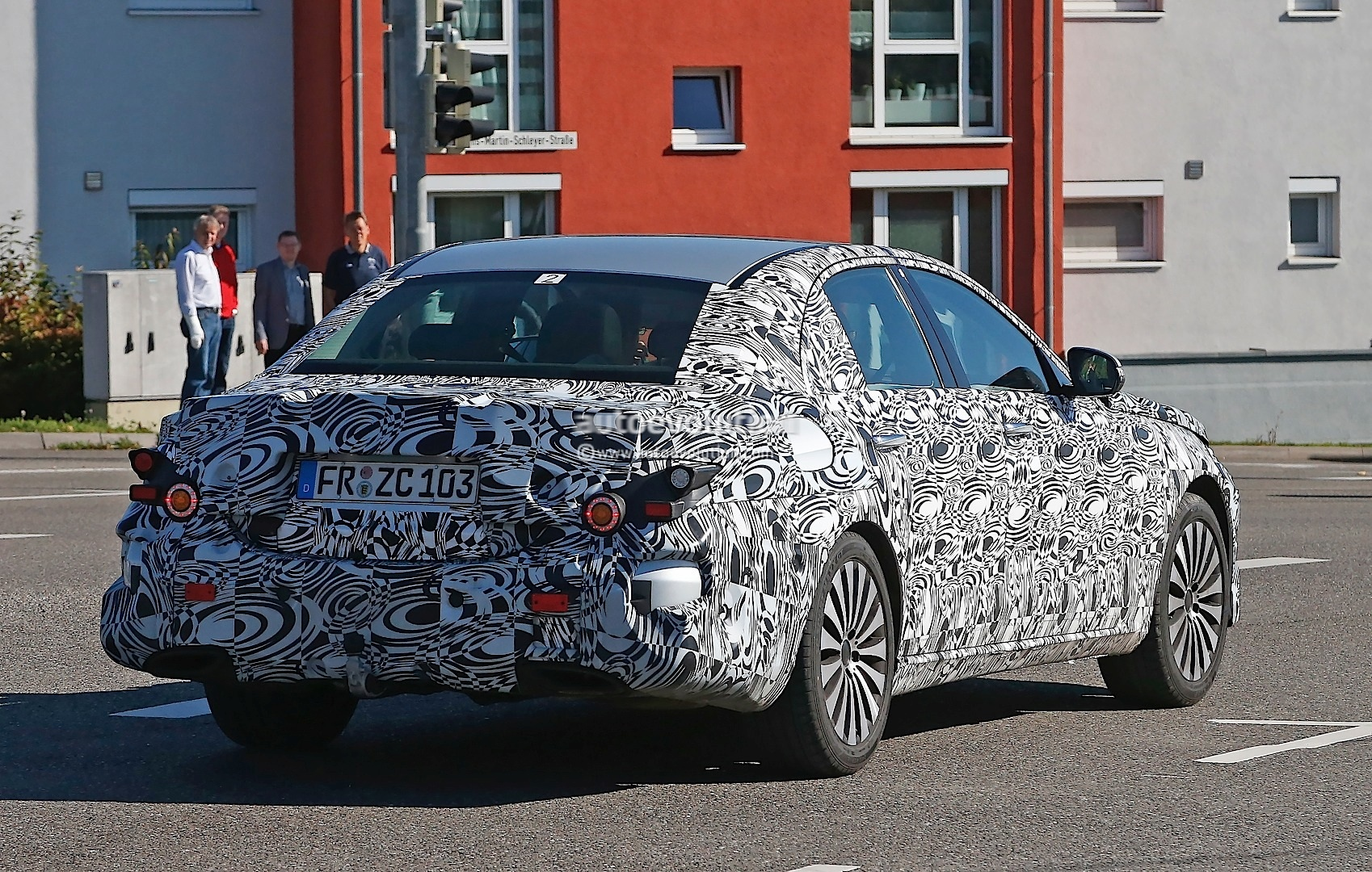 new-2017-mercedes-e-class-spied-here-are-the-close-up-details_5