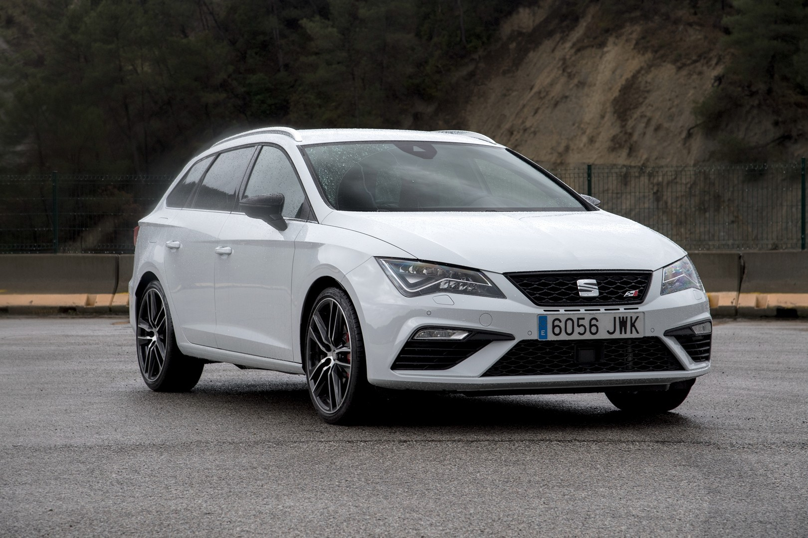 new 2017 seat leon cupra 300 photo gallery released. Black Bedroom Furniture Sets. Home Design Ideas