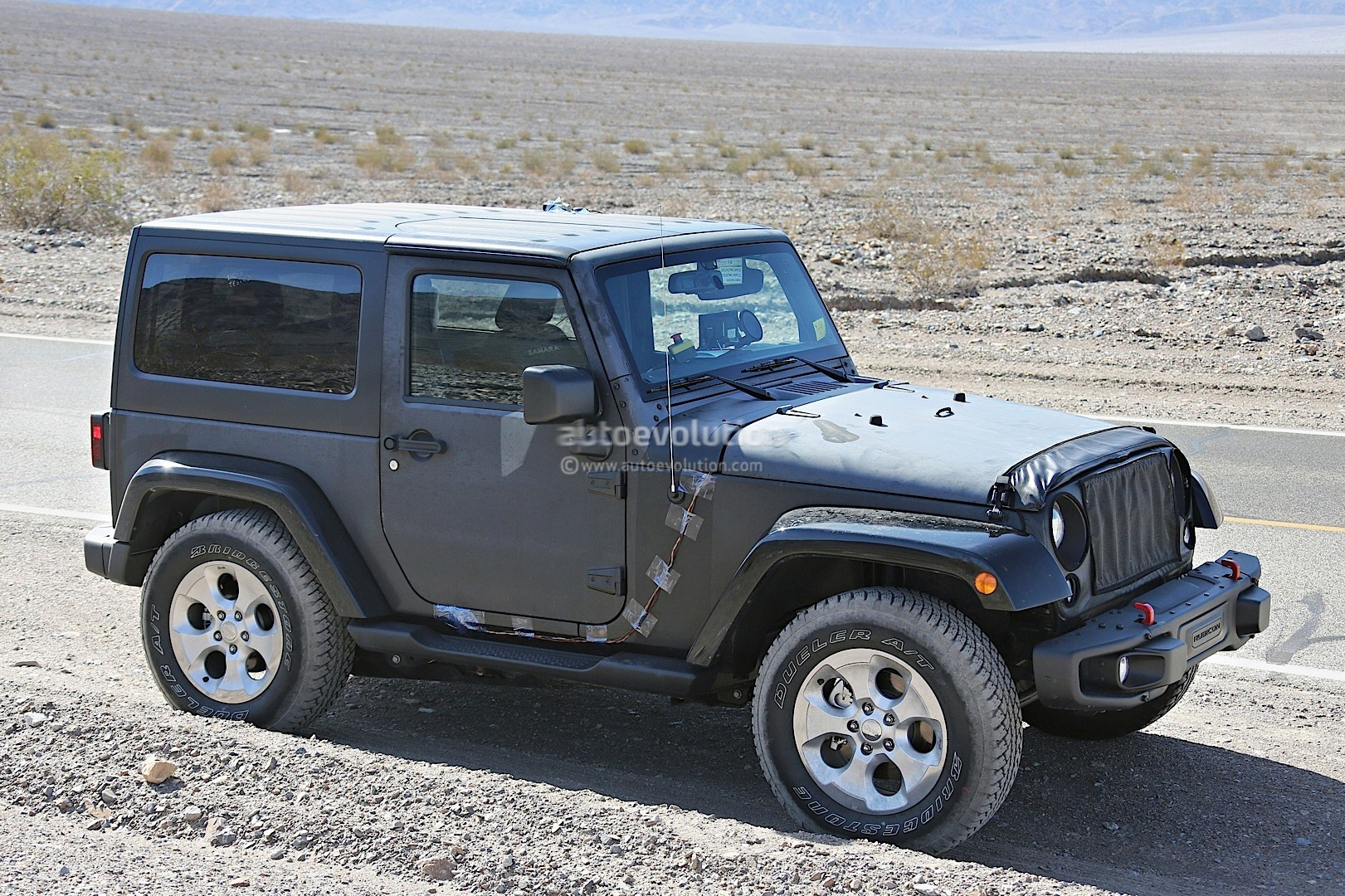 new 2018 jeep wrangler spied testing in the desert will grow in length autoevolution. Black Bedroom Furniture Sets. Home Design Ideas