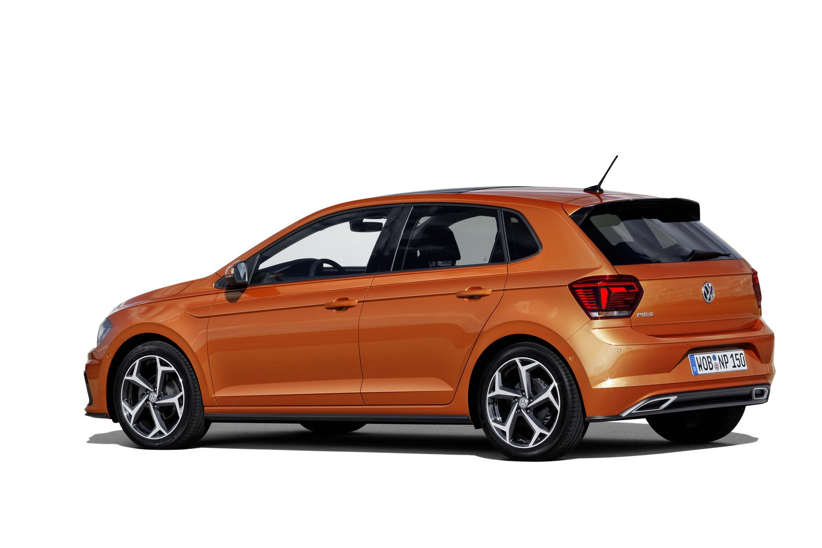 new 2018 volkswagen polo revealed has coolest dash ever. Black Bedroom Furniture Sets. Home Design Ideas