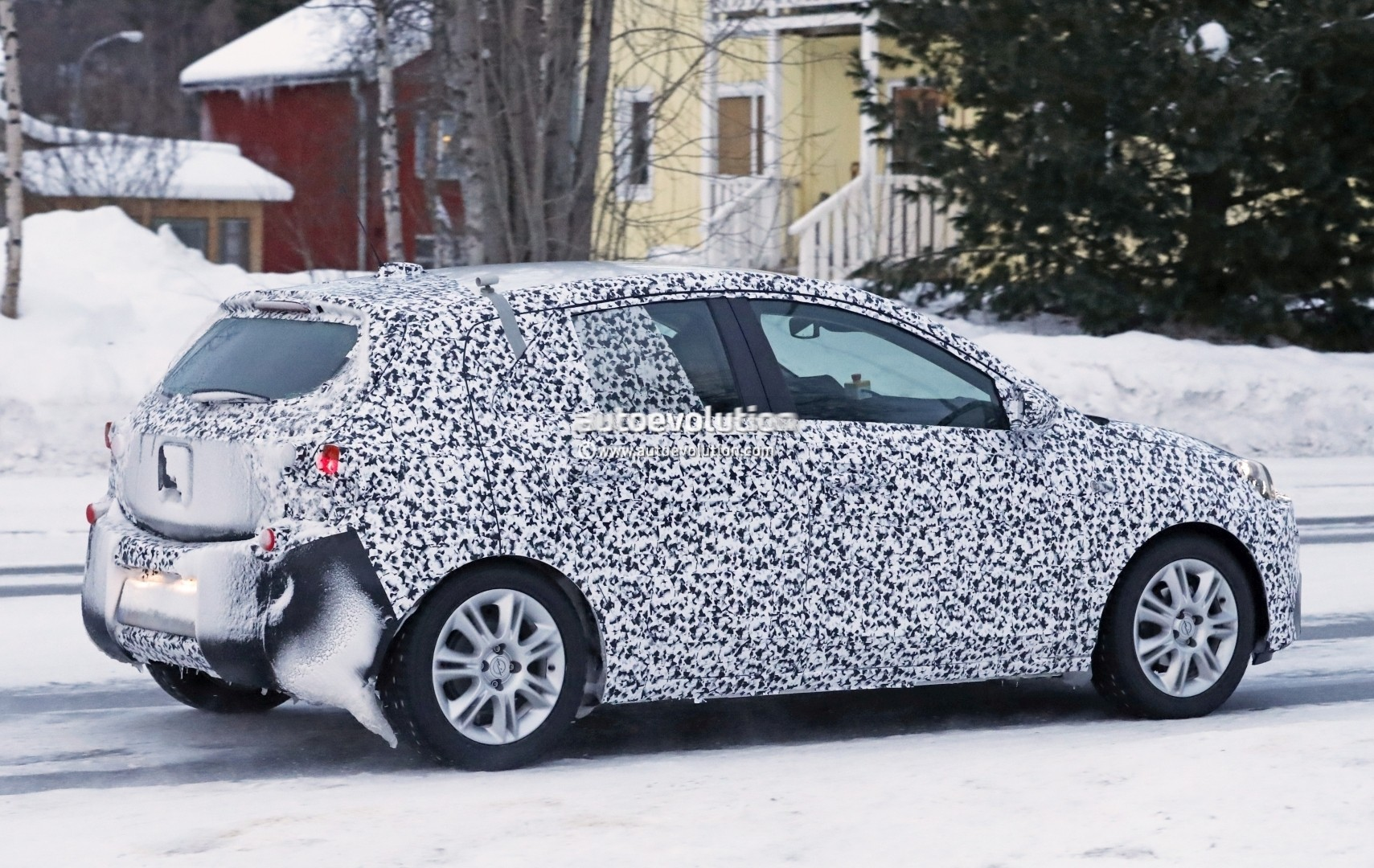 new-2019-opel-corsa-shows-production-headlights-in-latest-spyshots_9