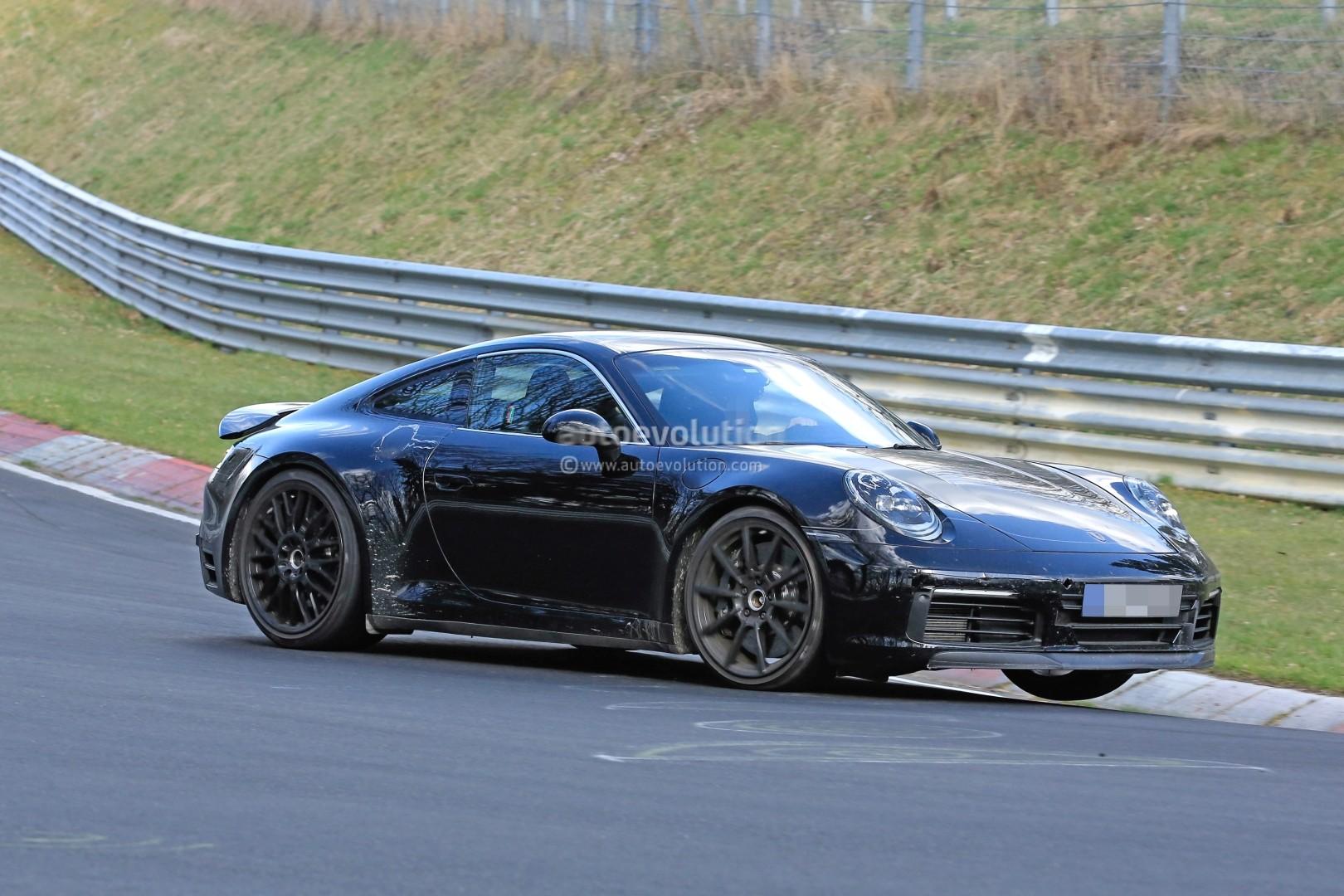 2018 - [Porsche] 911 - Page 3 New-2019-porsche-911-makes-nurburgring-debut-prototype-has-mysterios-fuel-door_4