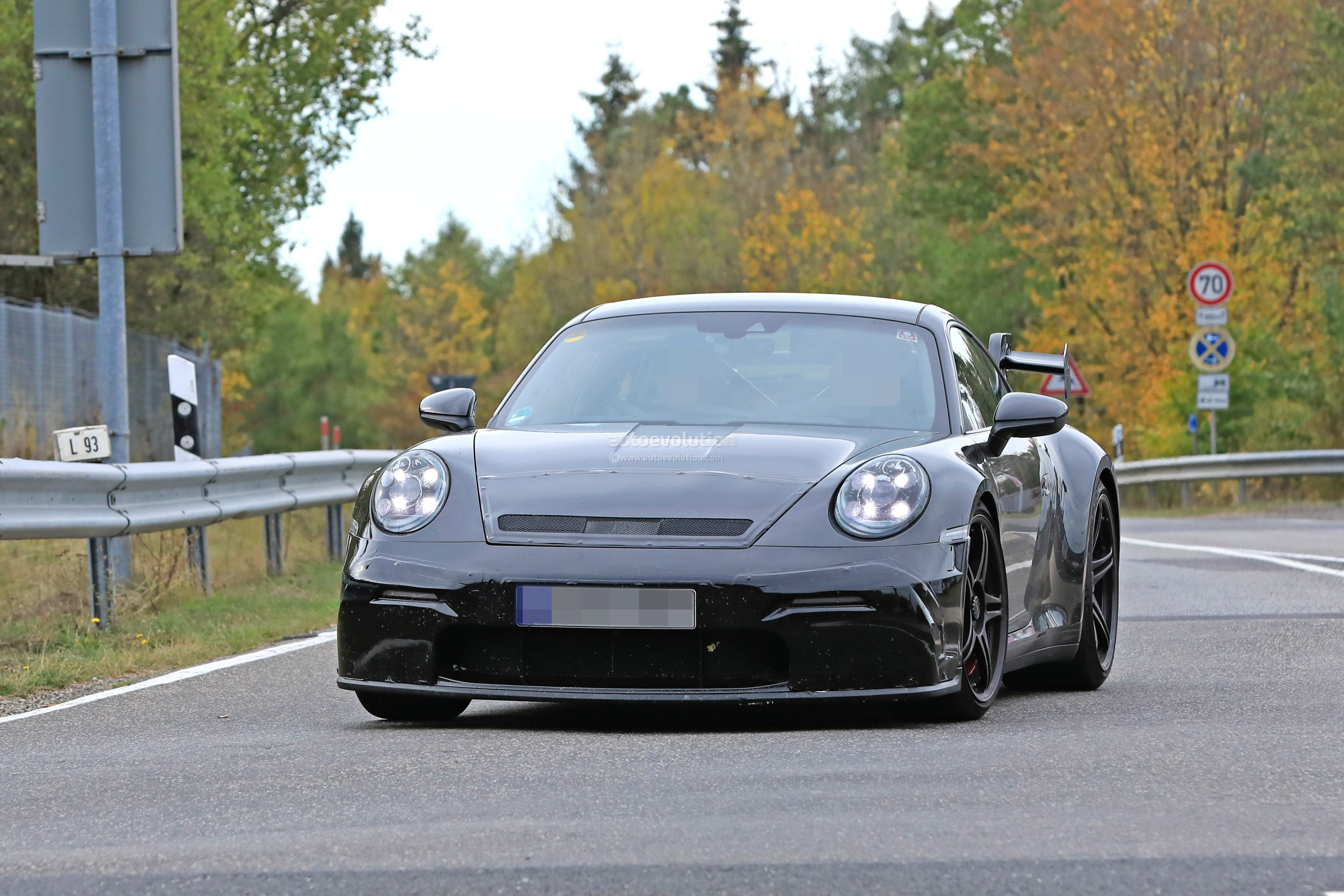 new-2020-p​orsche-911​-gt3-proto​type-shows​-productio​n-design_4