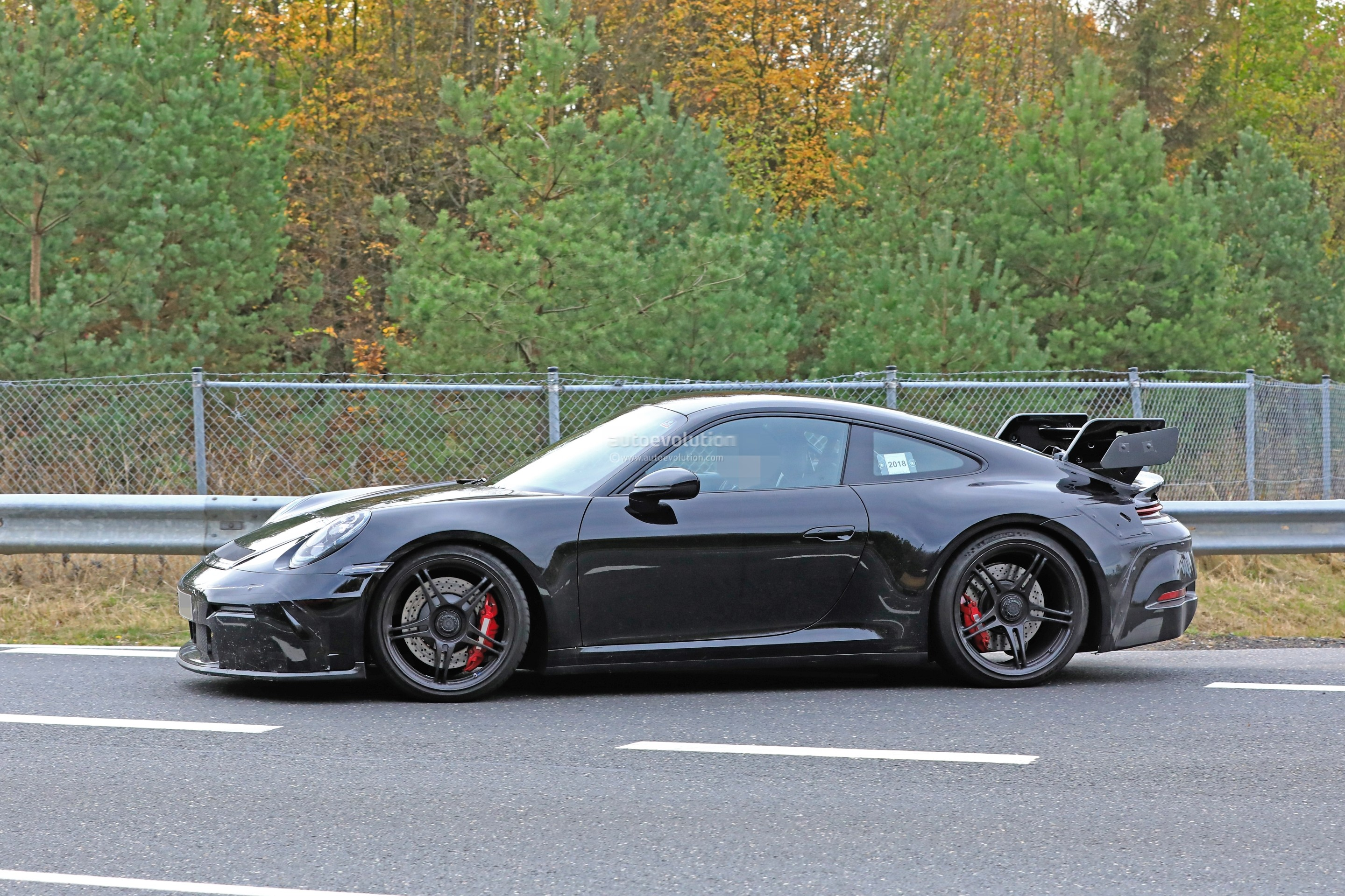 new-2020-p​orsche-911​-gt3-proto​type-shows​-productio​n-design_7