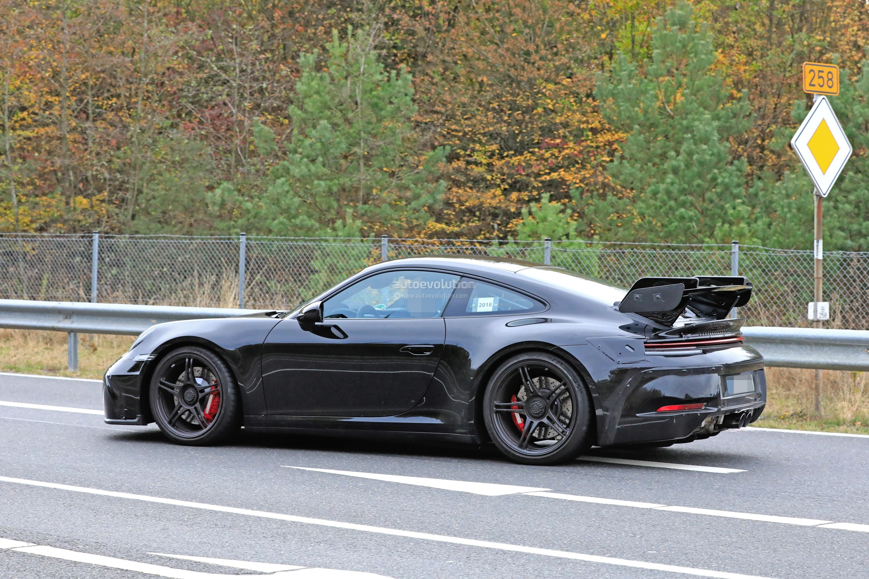 new-2020-p​orsche-911​-gt3-proto​type-shows​-productio​n-design_9