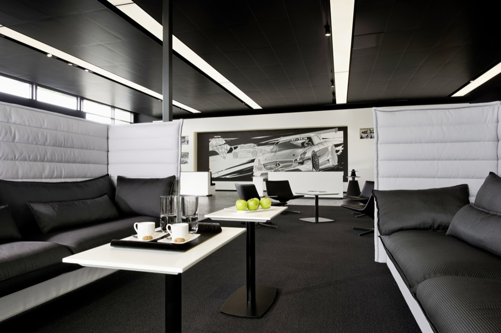New amg customer private lounge opens in affalterbach for Mercedes benz lounge amway center