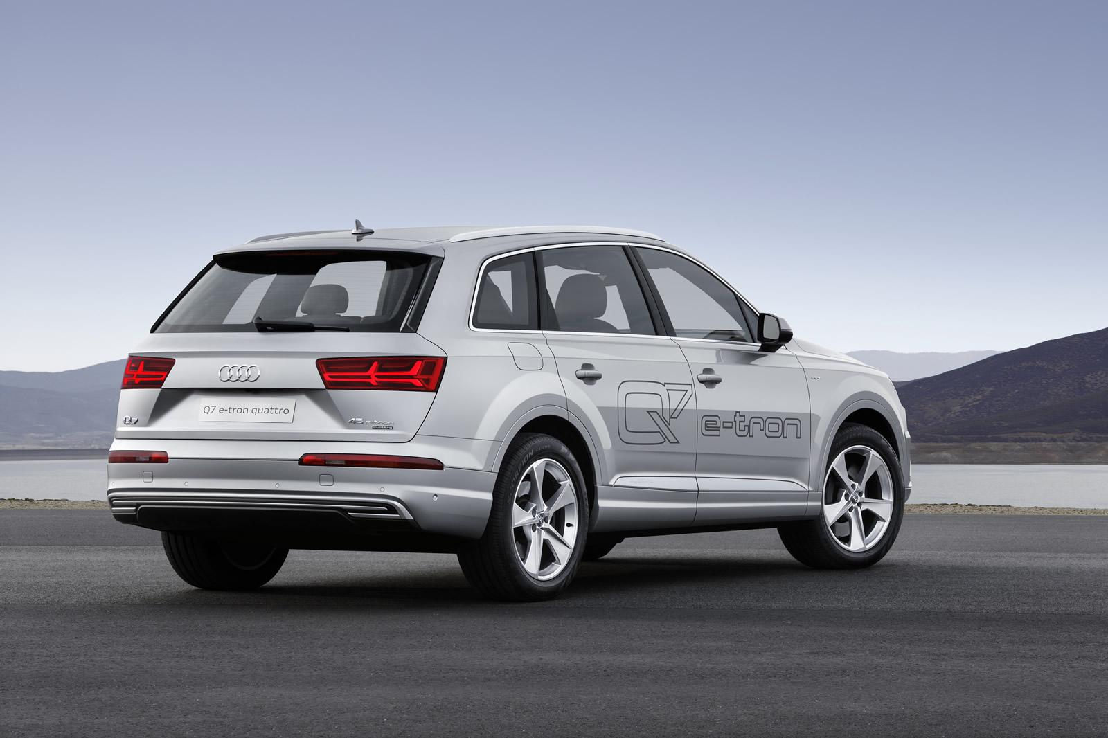 new audi q7 e tron 2 0 tfsi quattro is the first of its kind targets china and japan. Black Bedroom Furniture Sets. Home Design Ideas