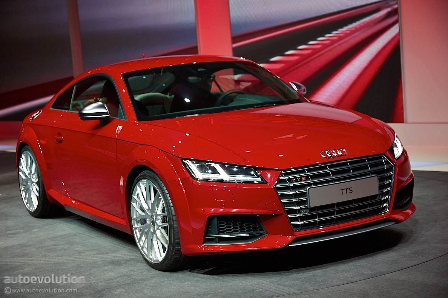 new audi tt and tts coupes get evolutionary styling and impressive engines live photos. Black Bedroom Furniture Sets. Home Design Ideas