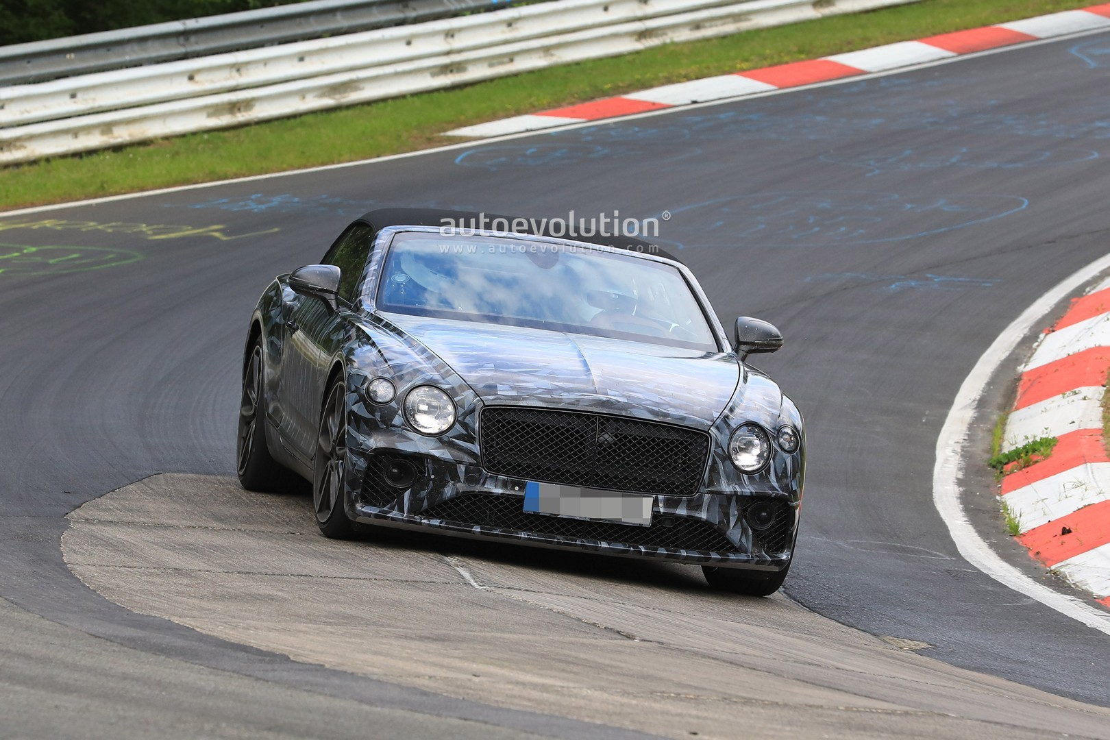 Spyshots 2019 Bentley Continental Gtc Shows Cool Camo At