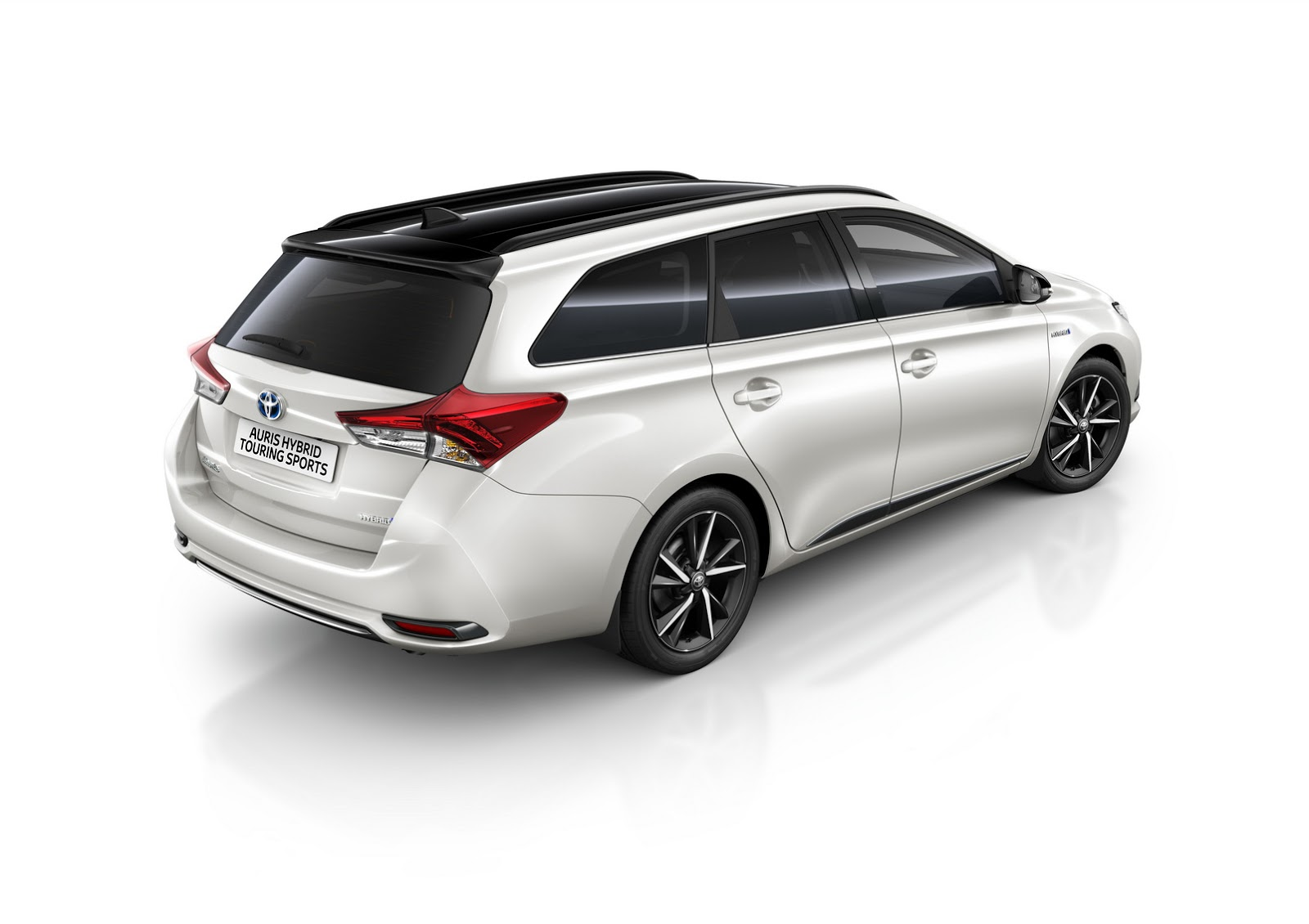 toyota gifts the auris with bi tone edition autoevolution. Black Bedroom Furniture Sets. Home Design Ideas