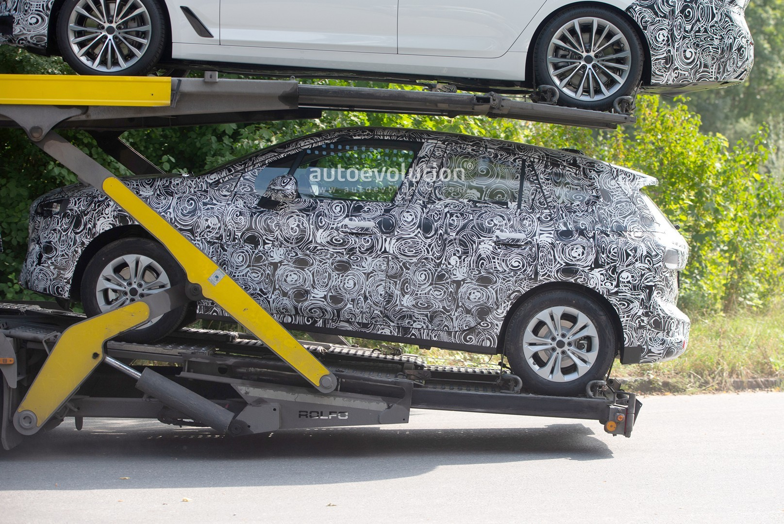 2021 - [BMW] Série 2 Active Tourer II New-bmw-2-series-active-tourer-spied-why-won-t-this-car-die_6
