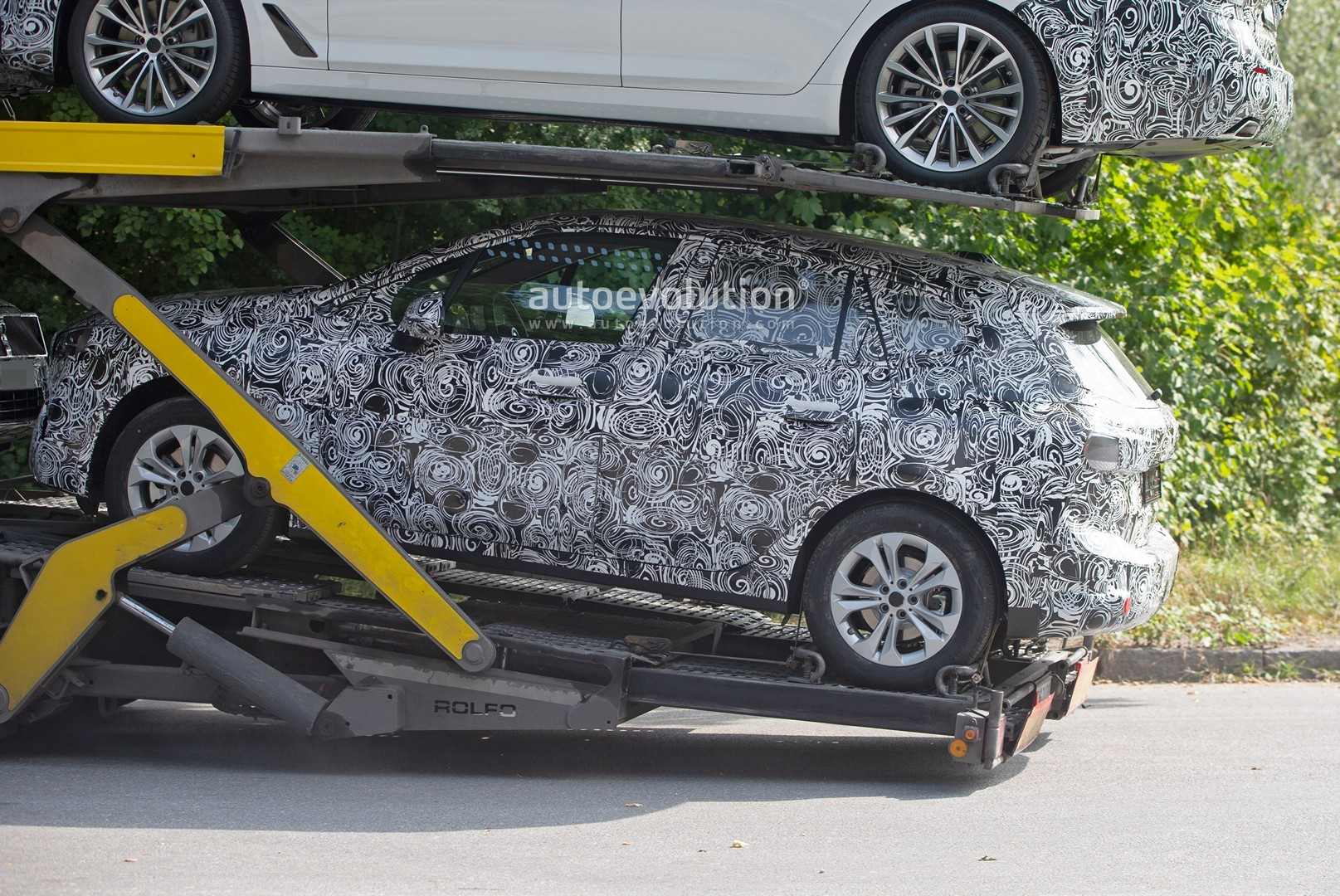 2021 - [BMW] Série 2 Active Tourer II New-bmw-2-series-active-tourer-spied-why-won-t-this-car-die_7