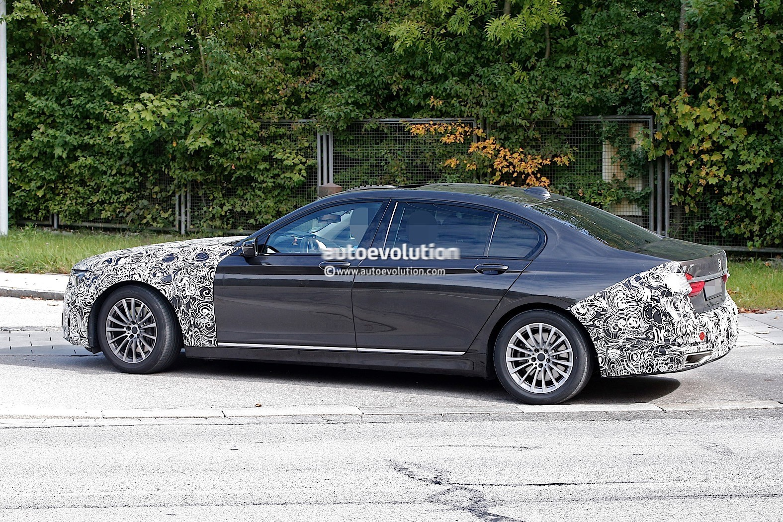 bmw shows off individual range for the 2016 7 series autoevolution. Black Bedroom Furniture Sets. Home Design Ideas