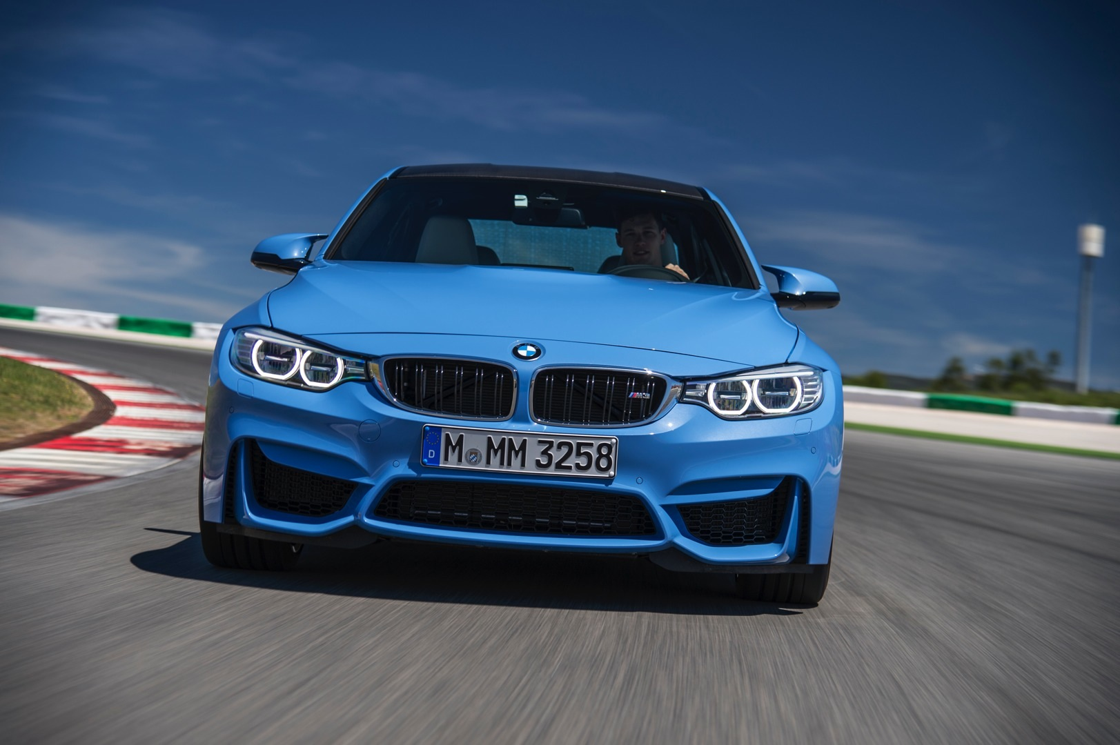 New BMW M3 and M4 HD Wallpapers Are Here - autoevolution