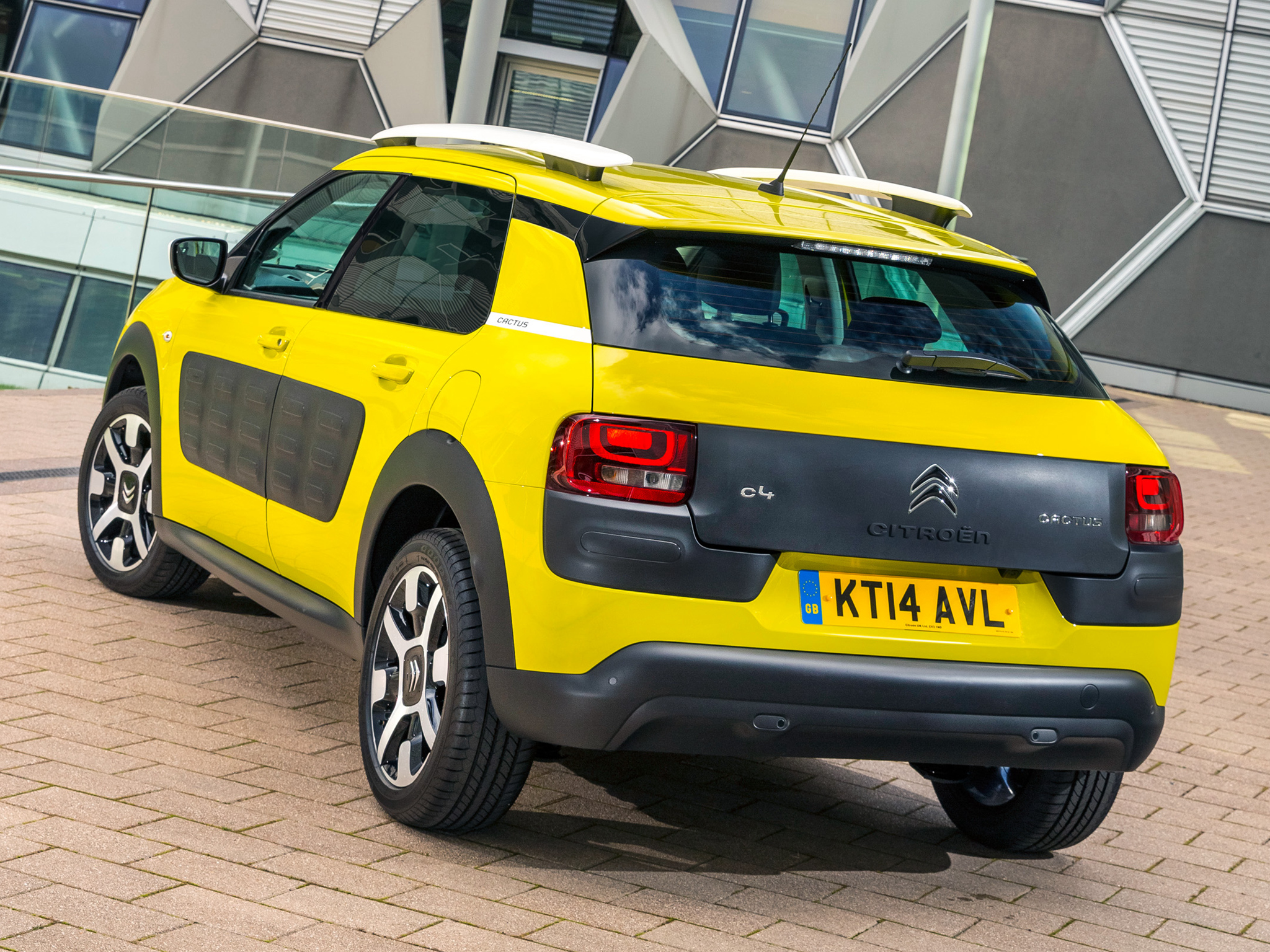 new citroen c4 cactus launched in britain priced below. Black Bedroom Furniture Sets. Home Design Ideas