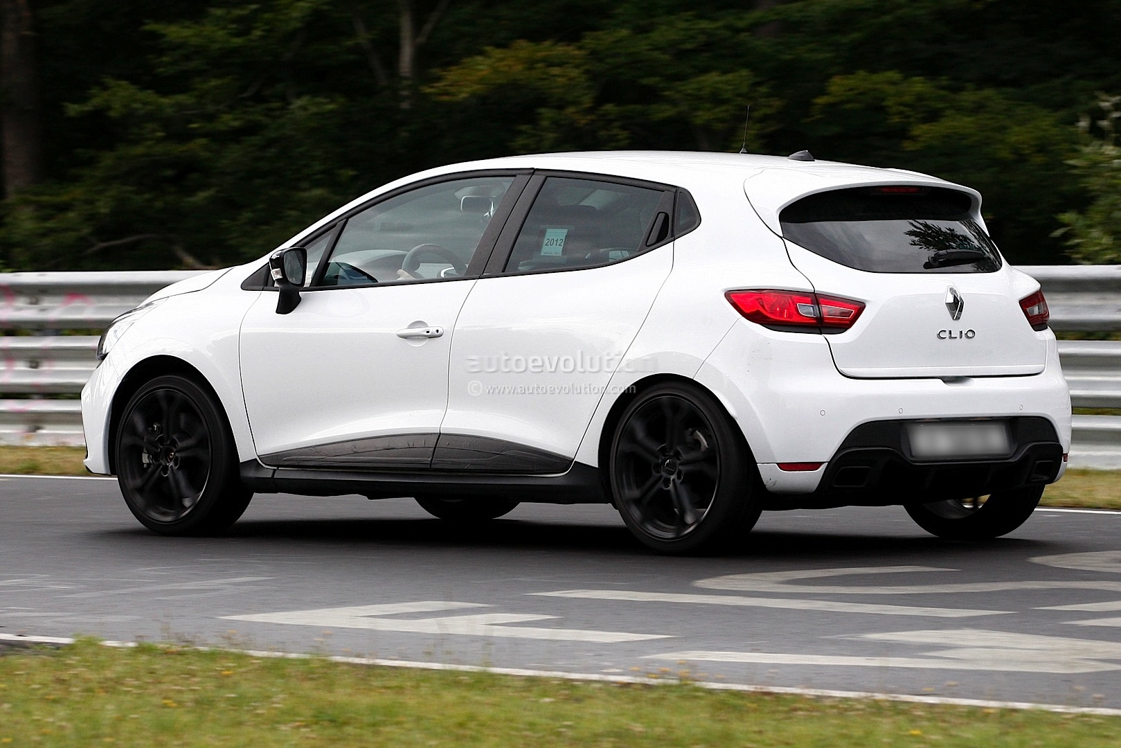 new clio iv rs spy photos from the nurburgring autoevolution. Black Bedroom Furniture Sets. Home Design Ideas