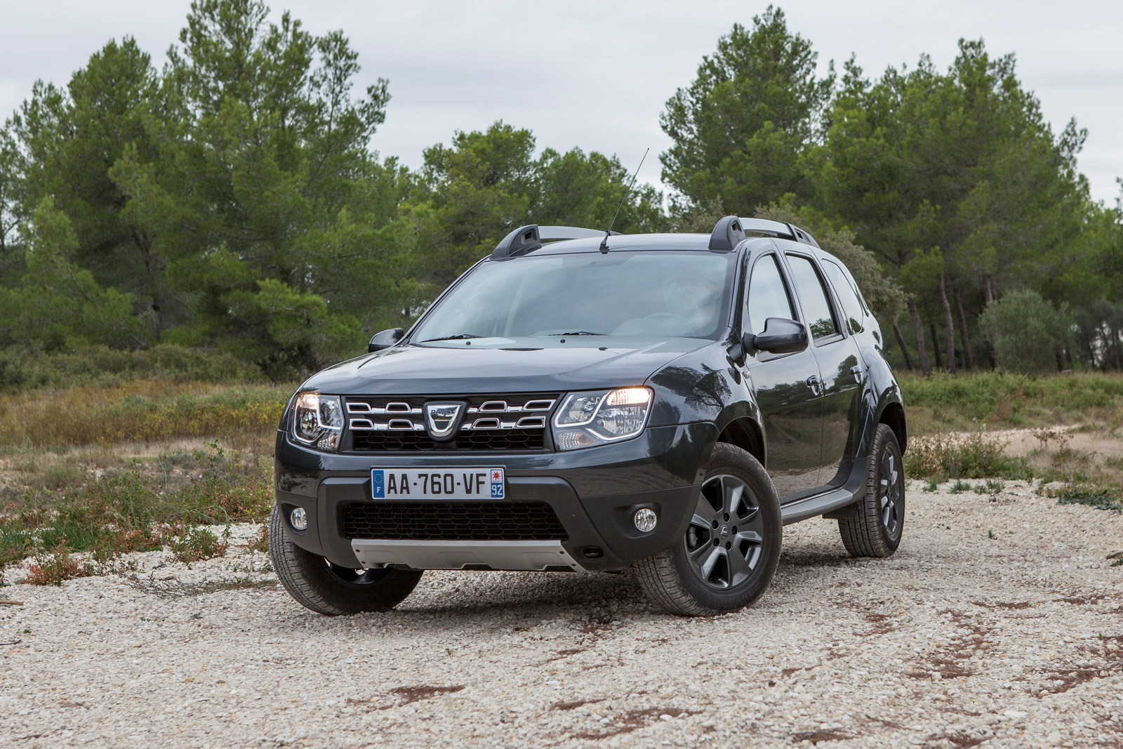 new dacia duster 1 2 tce detailed video autoevolution. Black Bedroom Furniture Sets. Home Design Ideas
