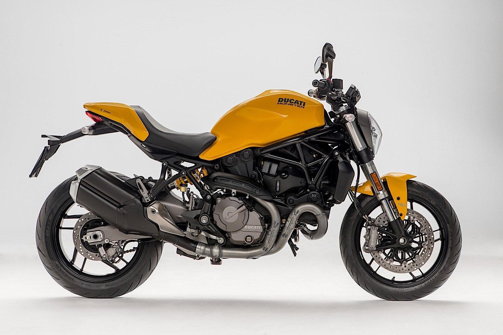 ducati monster 821 goes old school for 2018 autoevolution. Black Bedroom Furniture Sets. Home Design Ideas