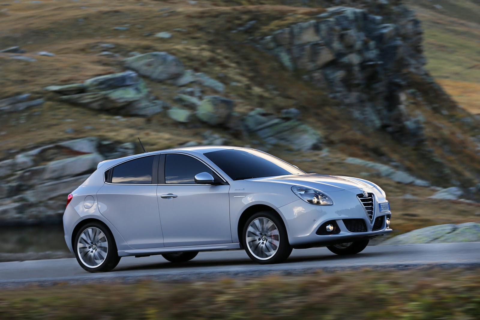 new engines available for 2014 alfa romeo giulietta and. Black Bedroom Furniture Sets. Home Design Ideas