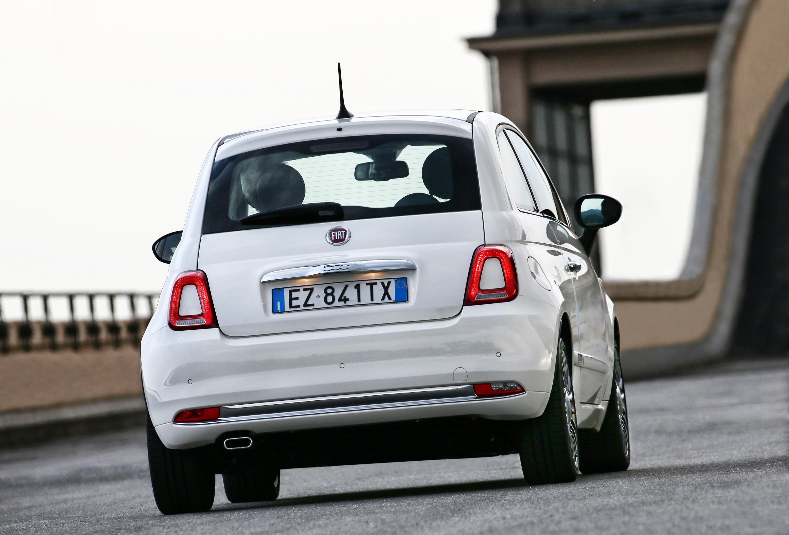 new fiat 500 facelift debuts in italy autoevolution. Black Bedroom Furniture Sets. Home Design Ideas