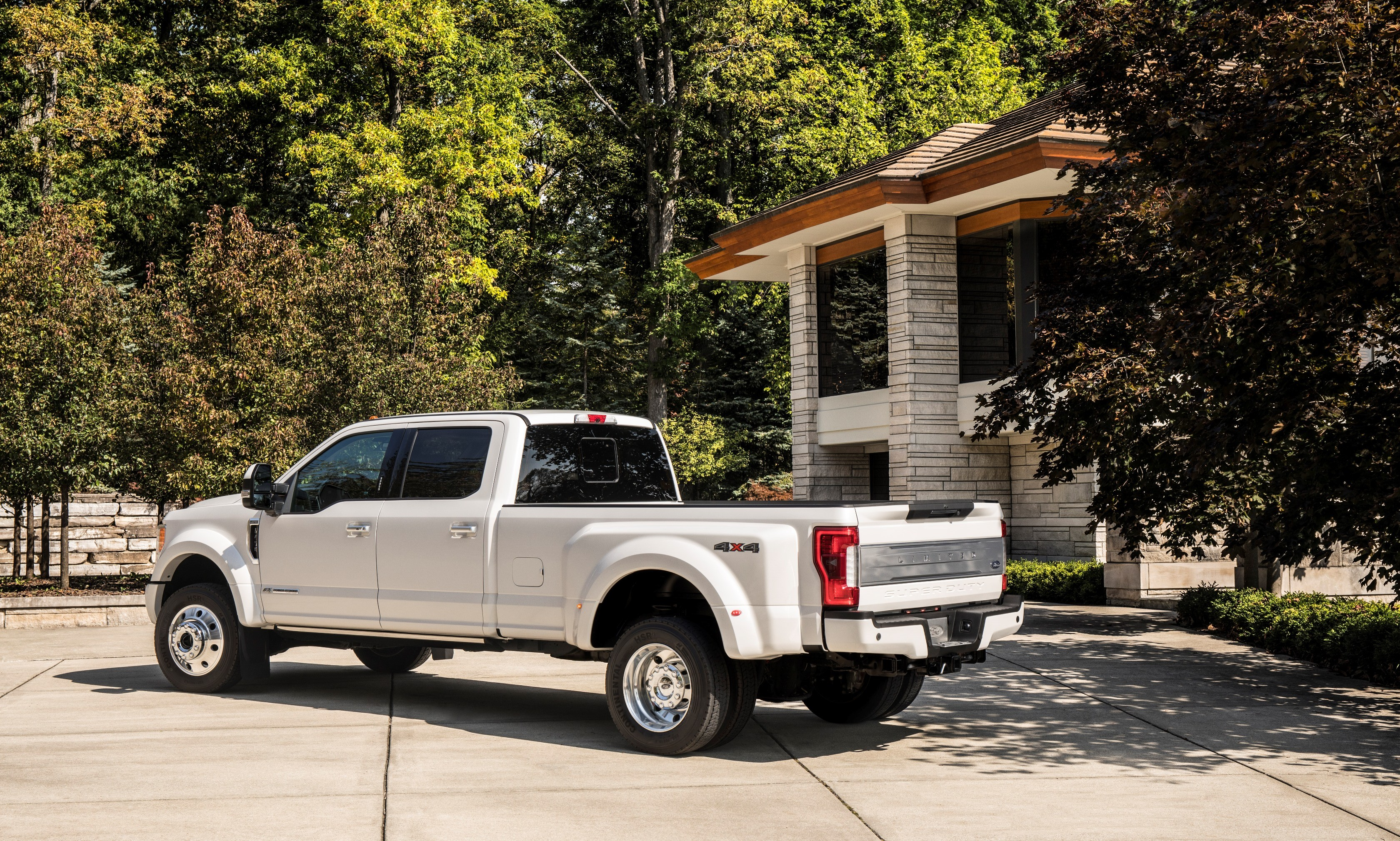 america s most luxurious pickup truck is the 100 000 2018 ford f 450 limited autoevolution. Black Bedroom Furniture Sets. Home Design Ideas