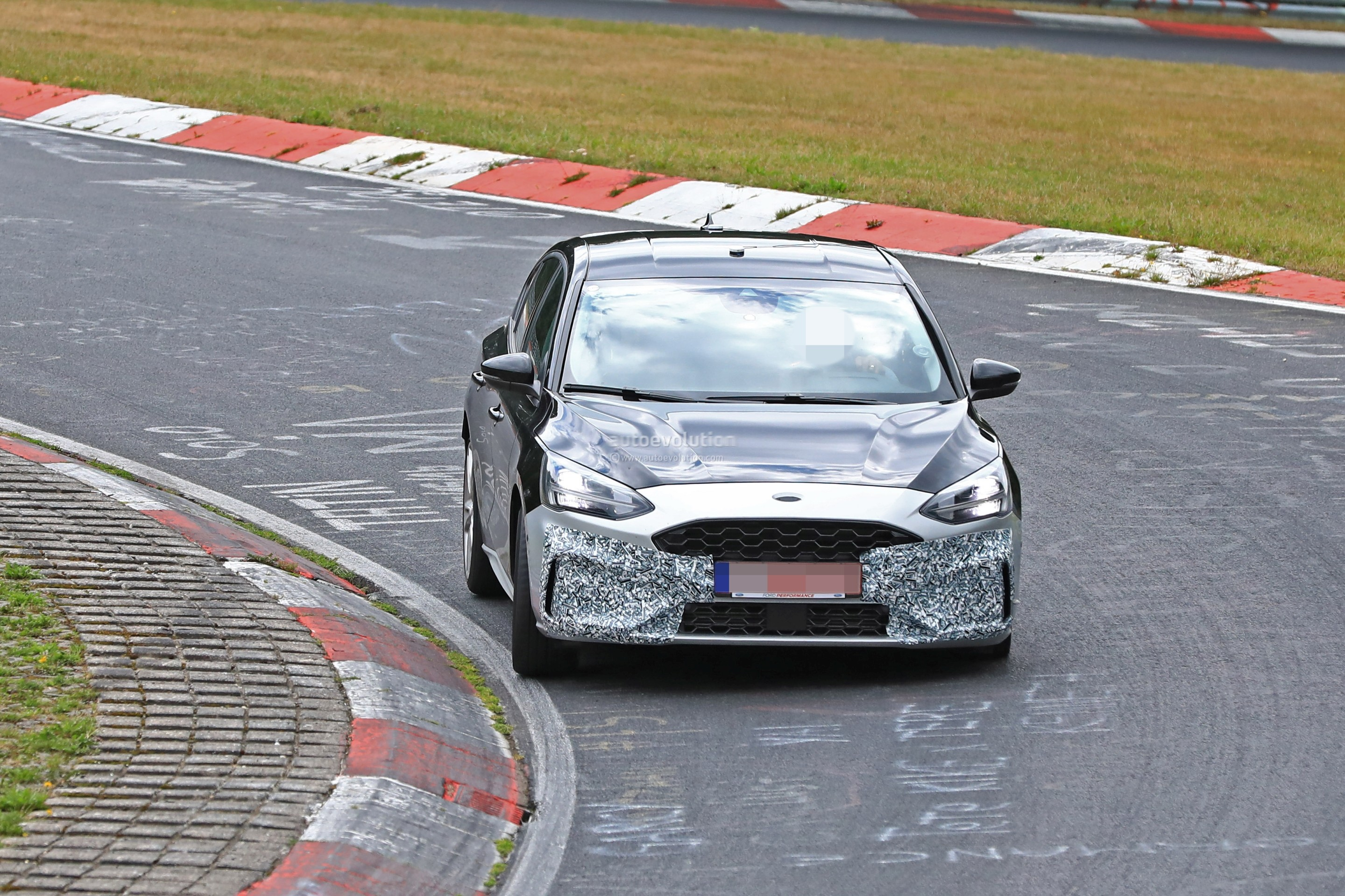 2018 - [Ford] Focus IV - Page 13 New-ford-focus-st-hits-nurburgring-will-offer-20l-turbo-and-automatic_1