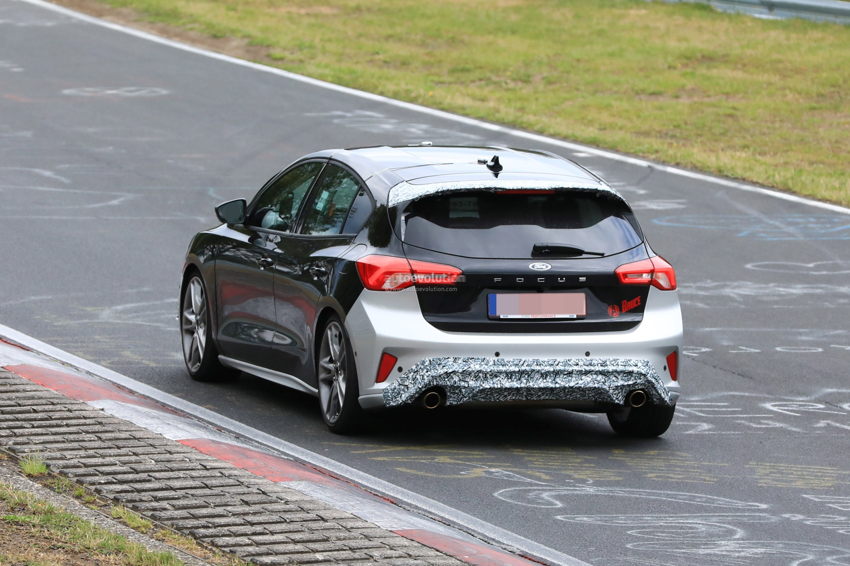 2018 - [Ford] Focus IV - Page 13 New-ford-focus-st-hits-nurburgring-will-offer-20l-turbo-and-automatic_8