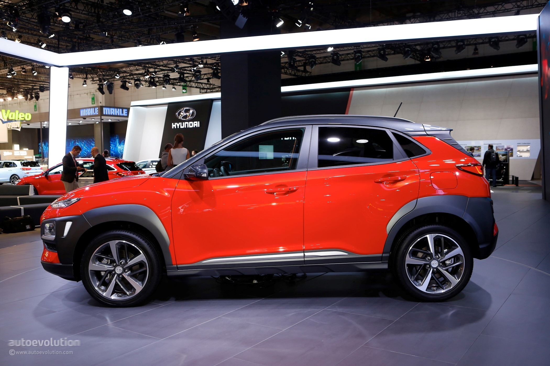 hyundai kona electric crossover might have 242 mile 390. Black Bedroom Furniture Sets. Home Design Ideas