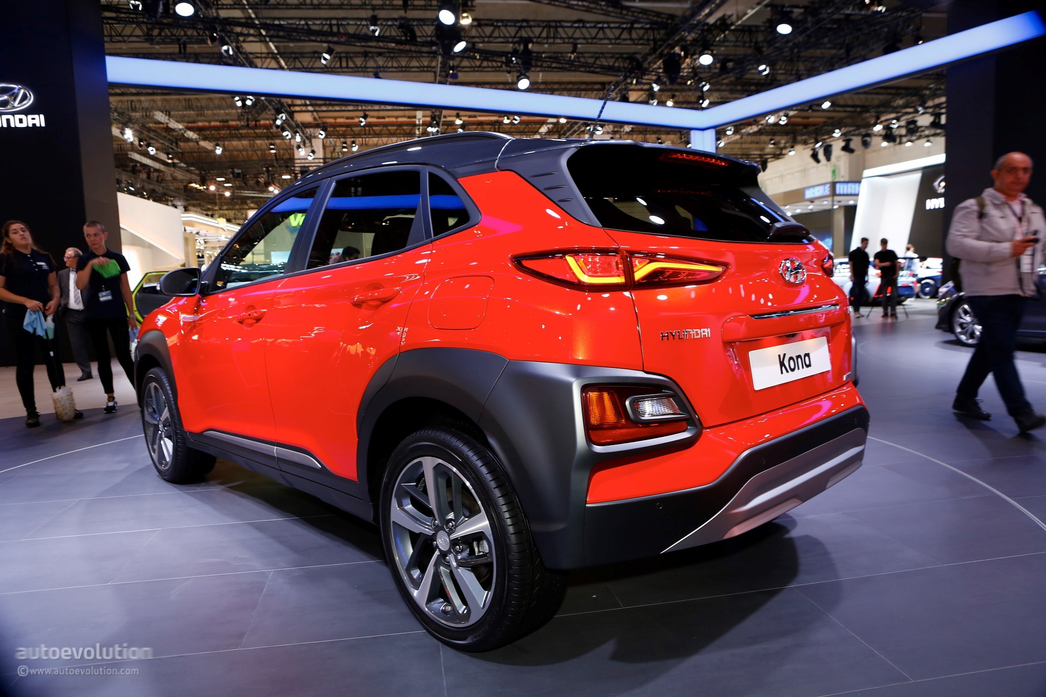 hyundai kona shows other crossovers how it s done at iaa 2017 autoevolution. Black Bedroom Furniture Sets. Home Design Ideas