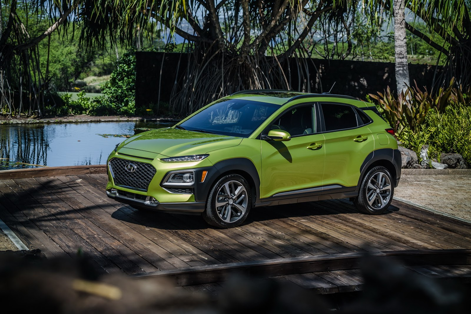 new hyundai kona shows other suvs how it s done at 2017 l. Black Bedroom Furniture Sets. Home Design Ideas