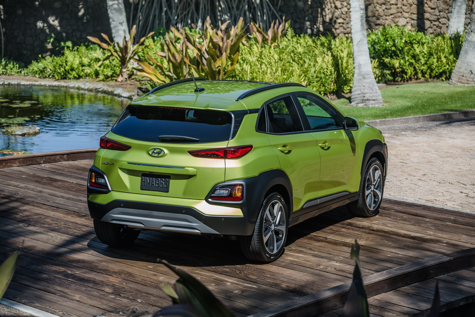 New Hyundai Kona Shows Other Suvs How It S Done At 2017 L