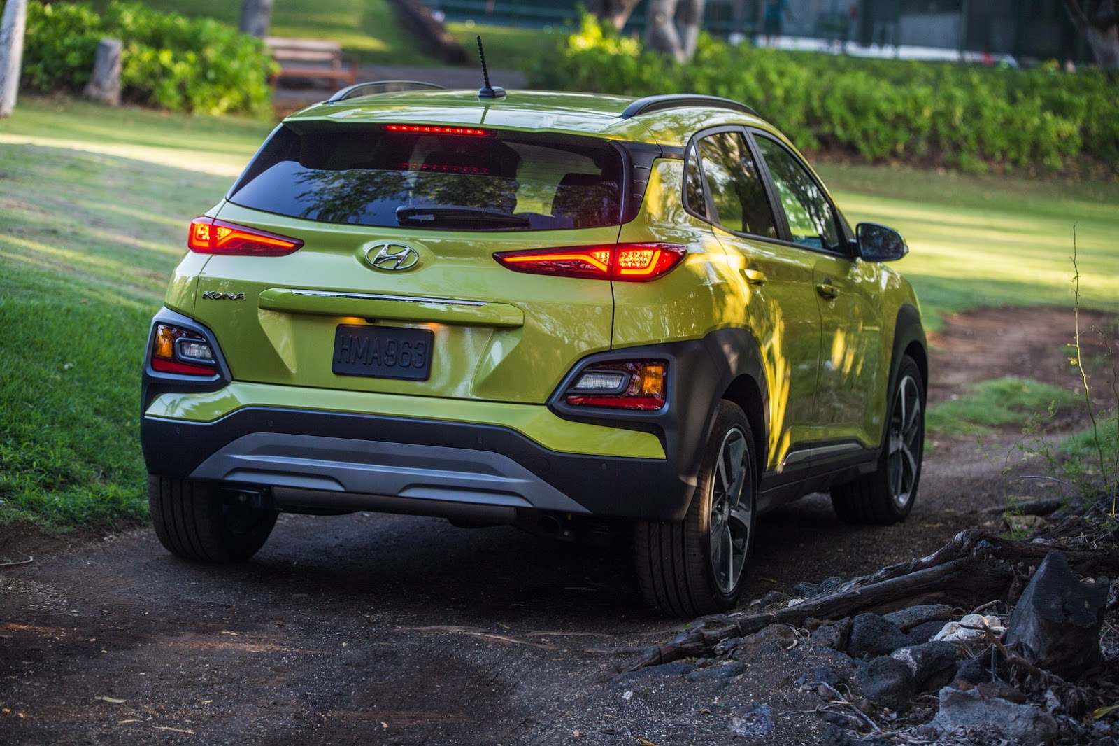 Hyundai Kona Electric Crossover Might Have 242-Mile (390 ...
