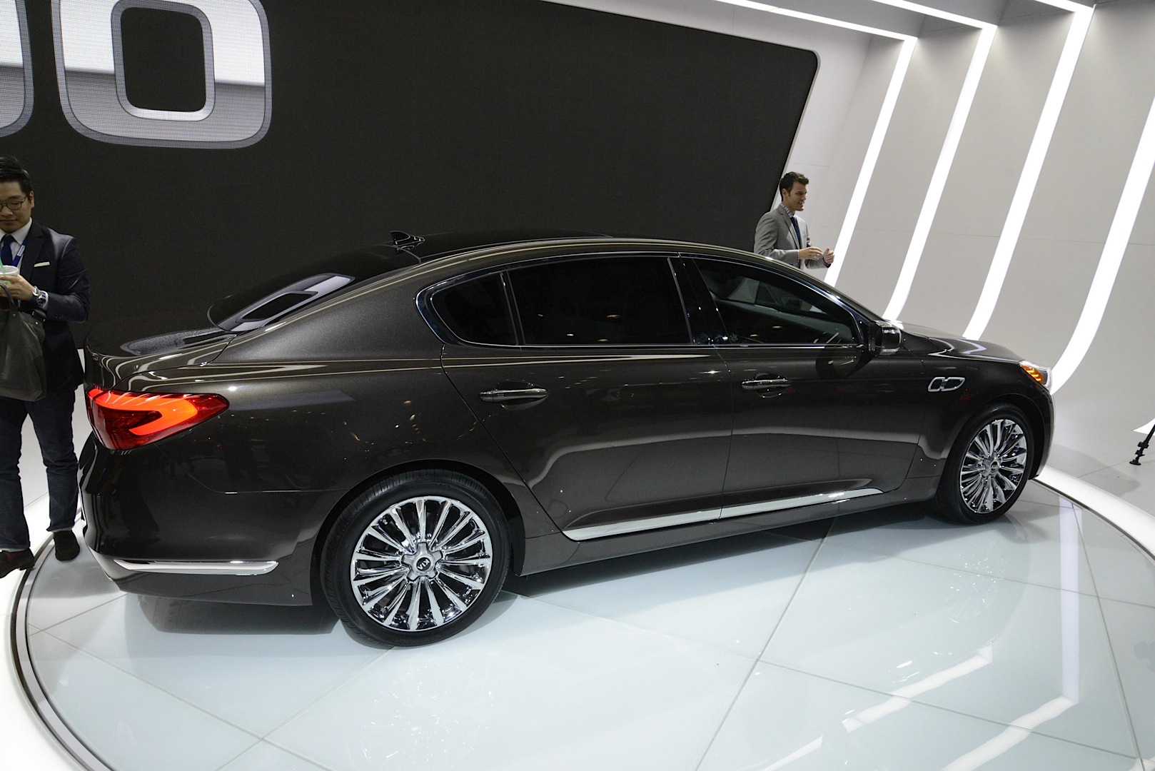 New Kia K900 Flagship Sedan Unveiled With V6 And V8 In La