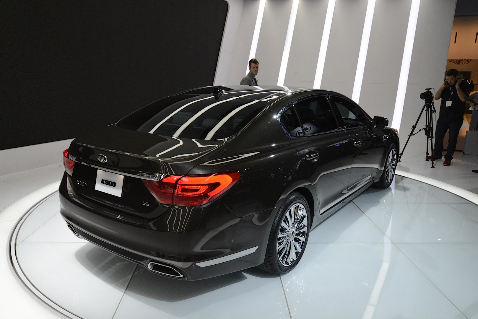 New Kia Flagship Sedan Unveiled With And In La Live