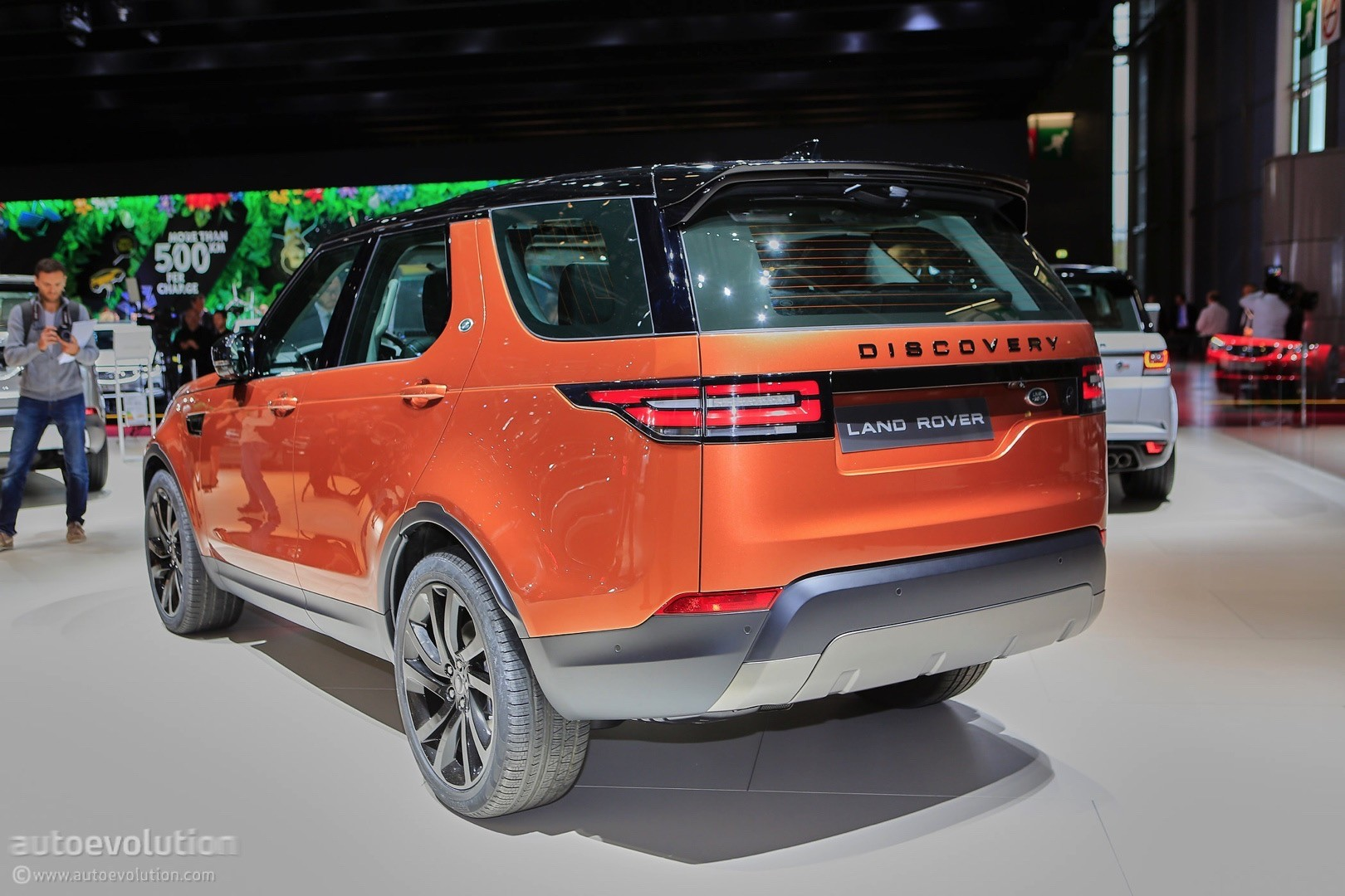 ... 2017 Land Rover Discovery 5 live at 2016 Paris Motor Show ...
