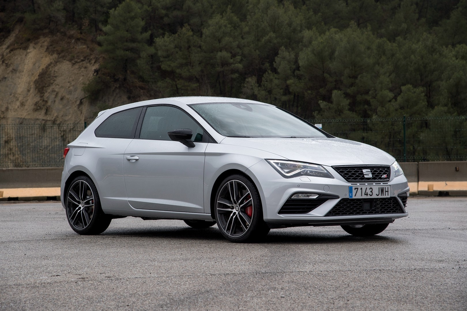 new leon cupra 300 39 s awd system discussed in 1 hour review. Black Bedroom Furniture Sets. Home Design Ideas