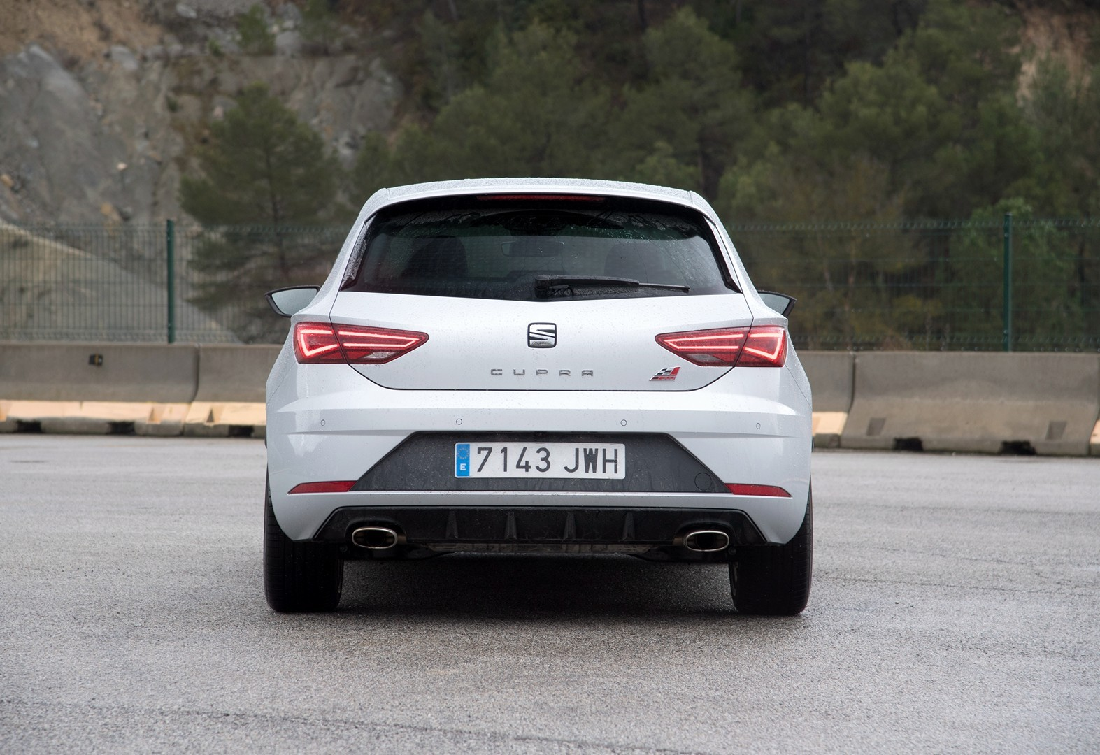 new leon cupra 300 39 s awd system discussed in 1 hour review autoevolution. Black Bedroom Furniture Sets. Home Design Ideas