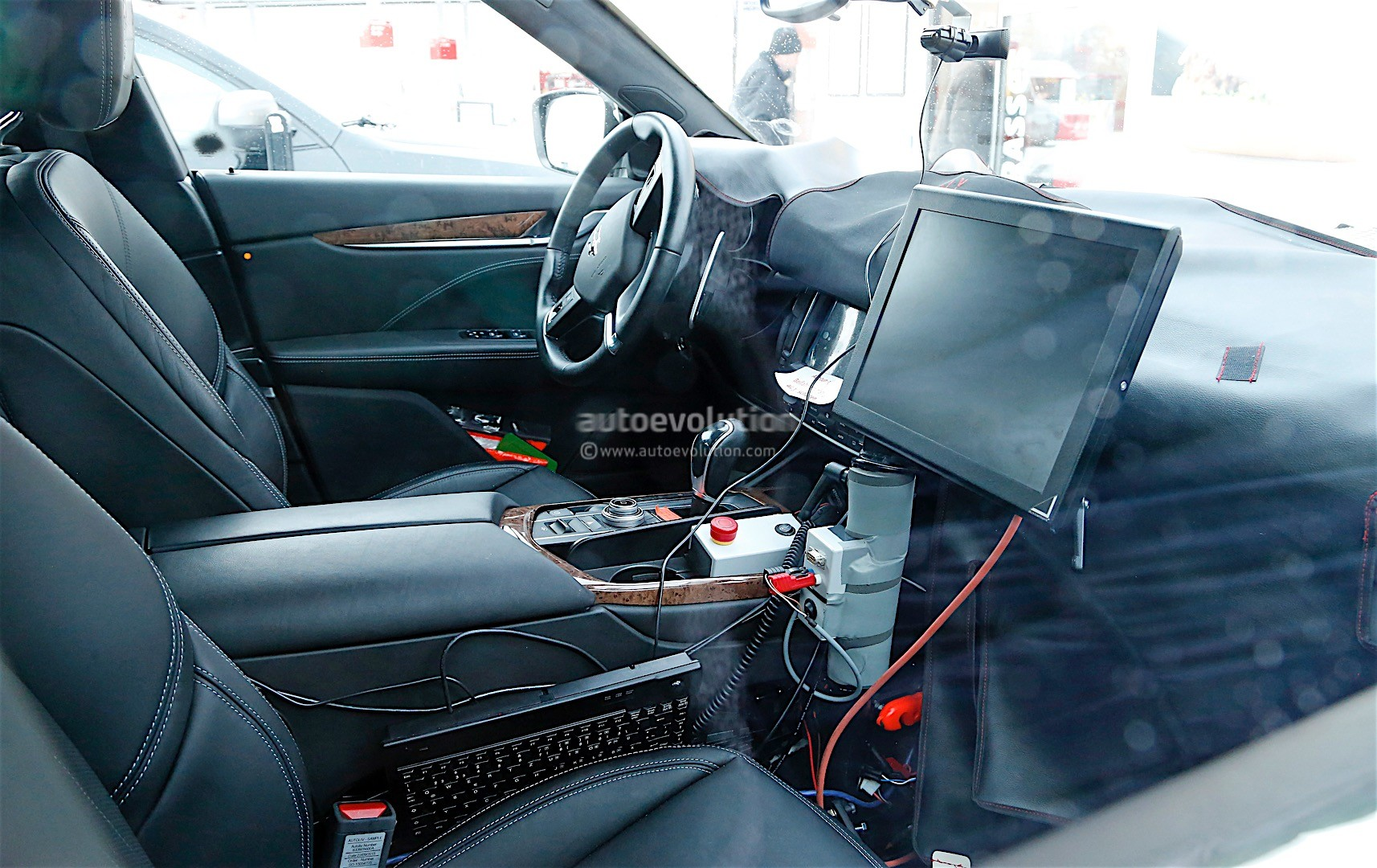 update maserati levante interior revealed has tablet like infotainment system autoevolution. Black Bedroom Furniture Sets. Home Design Ideas